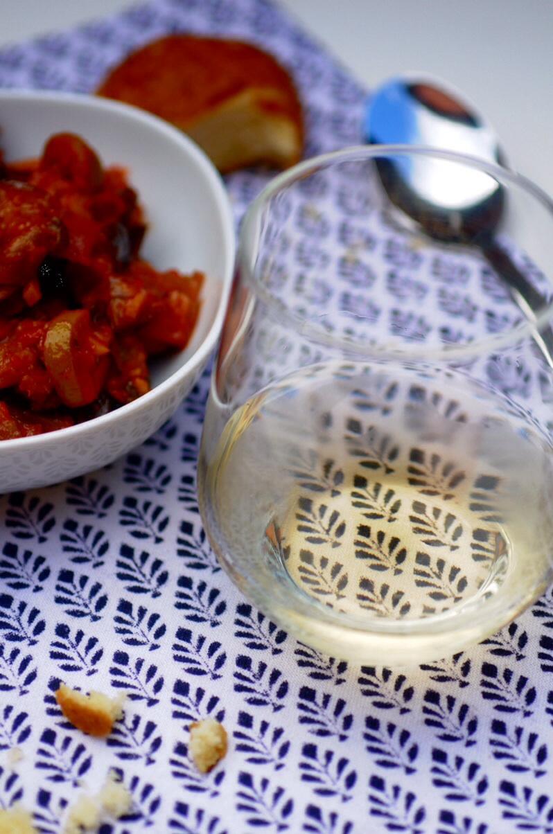 Weißwein mit Caponata