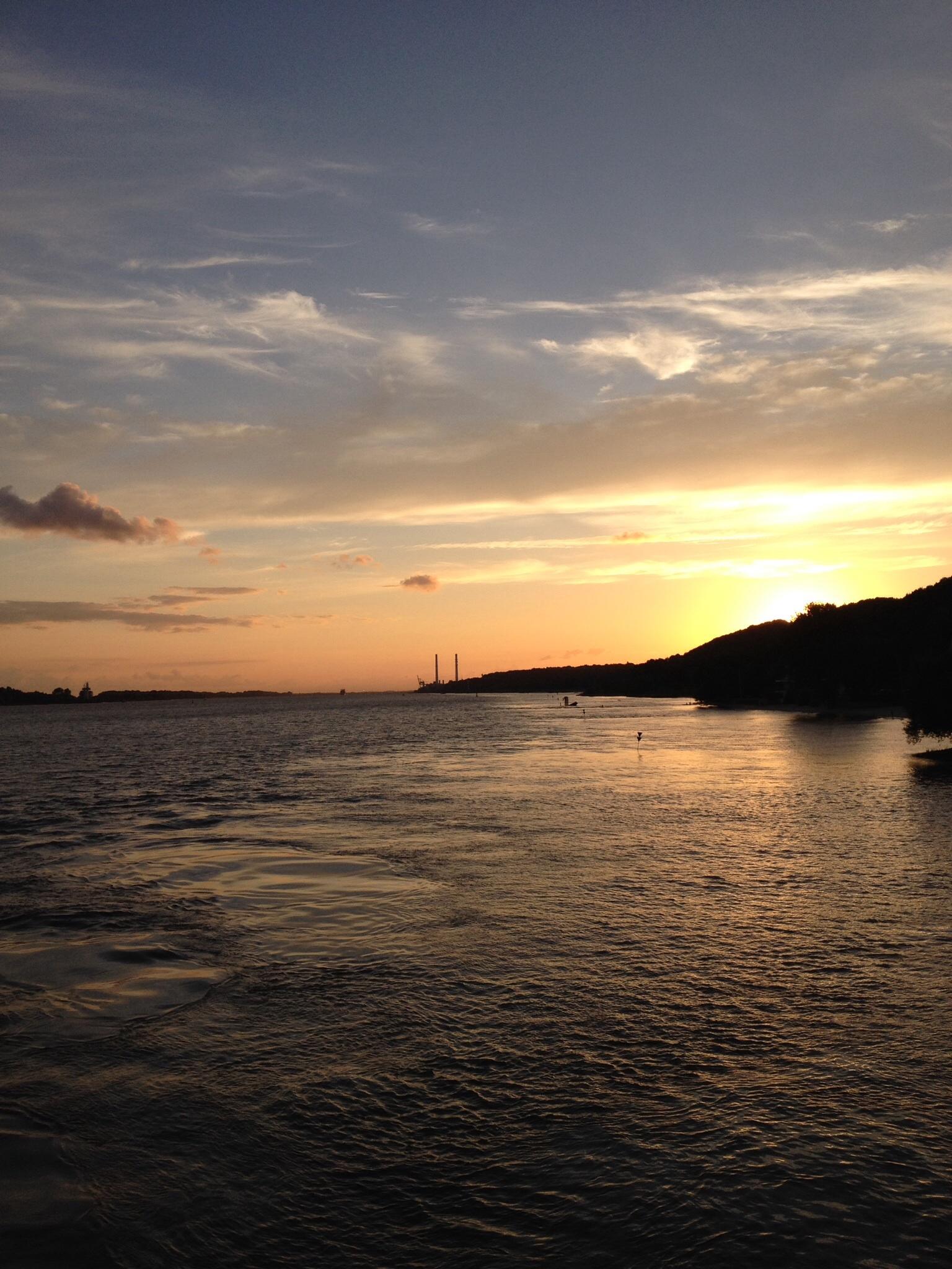 Sonnenuntergang am Falkensteiner Ufer in Hamburg