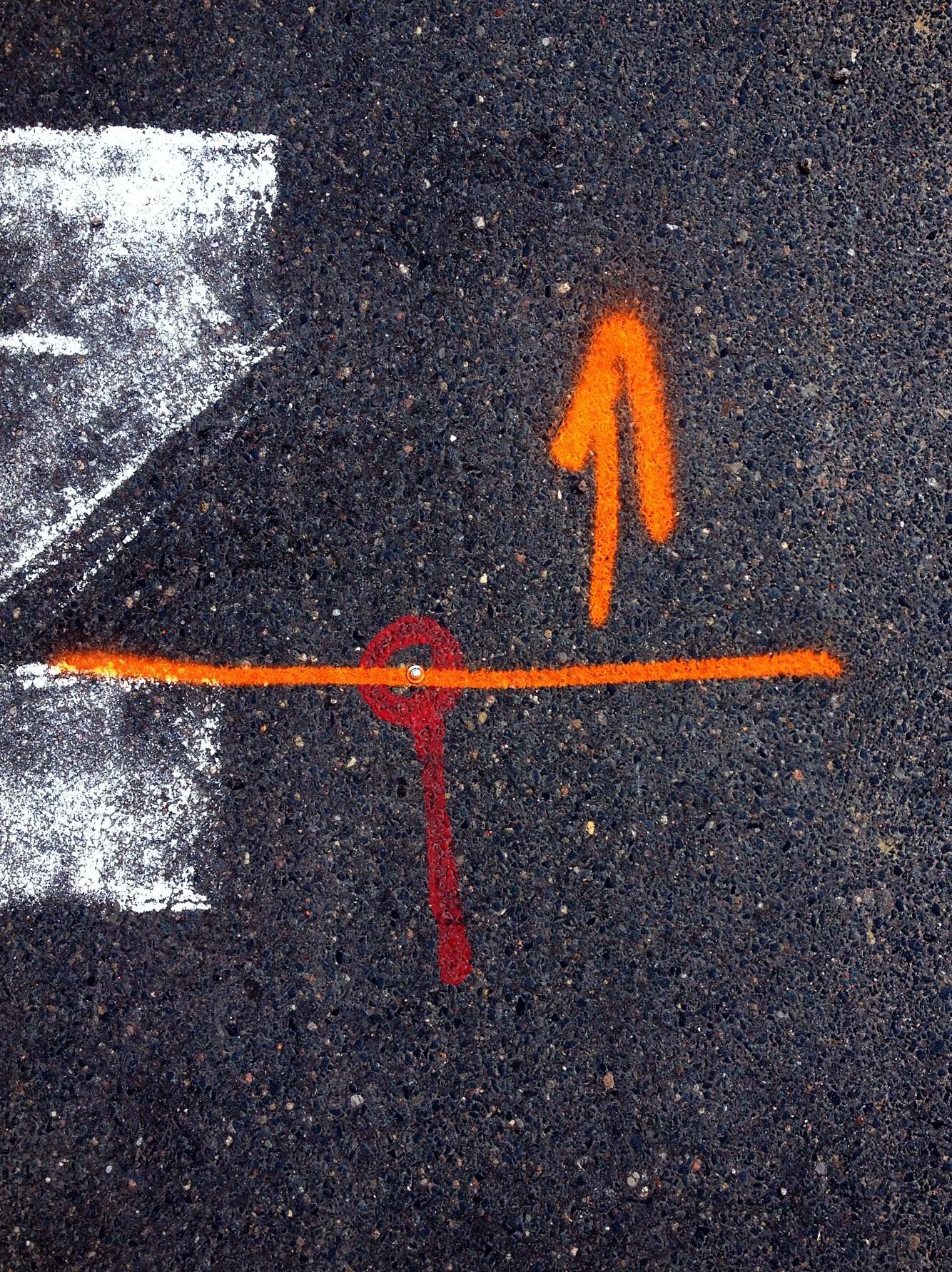 Pfeil auf Straße