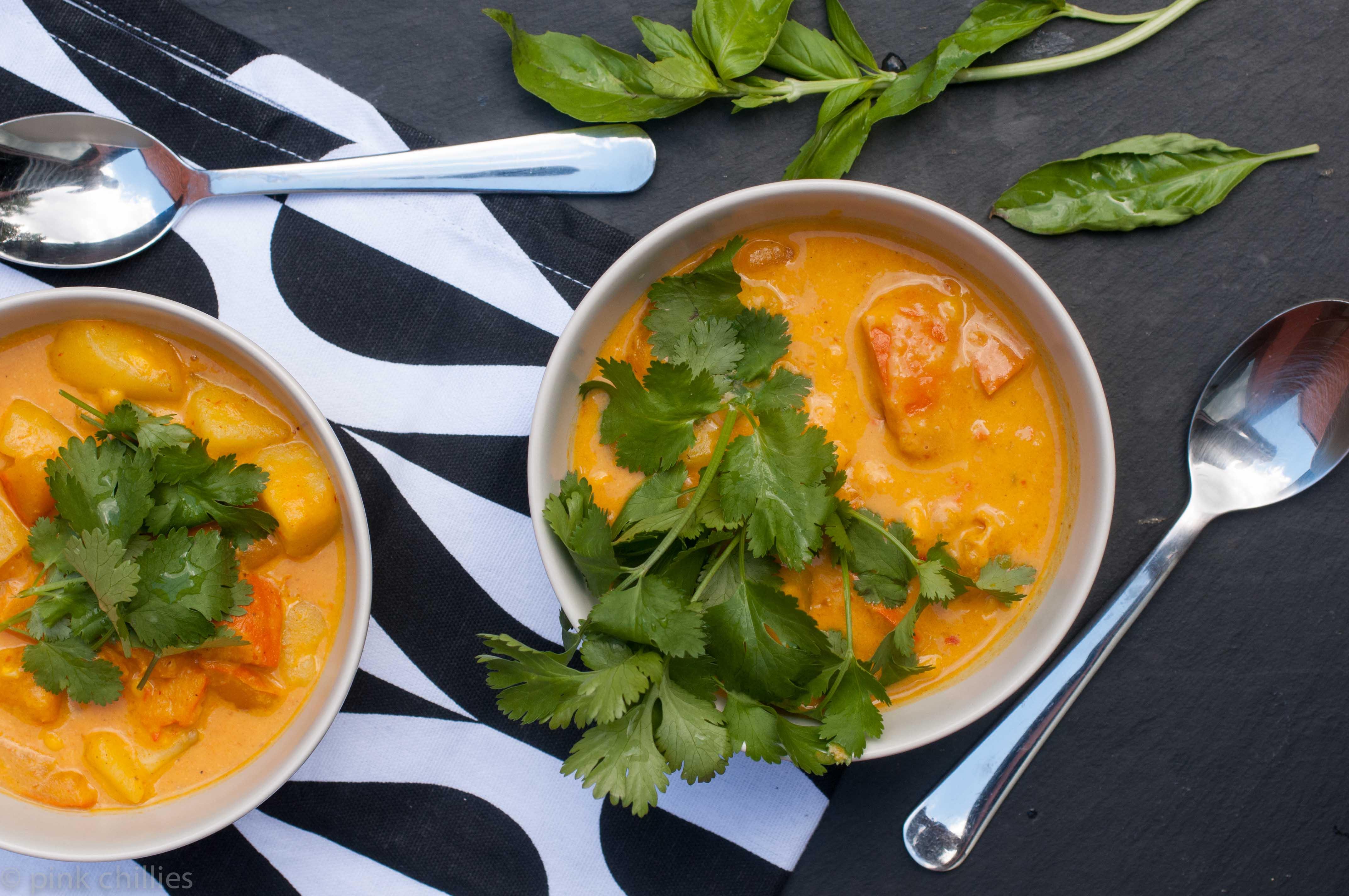 Thai Kürbis Suppe mit Mais und Kartoffeln