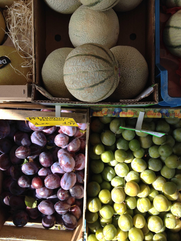 Pflaumen und Melonen