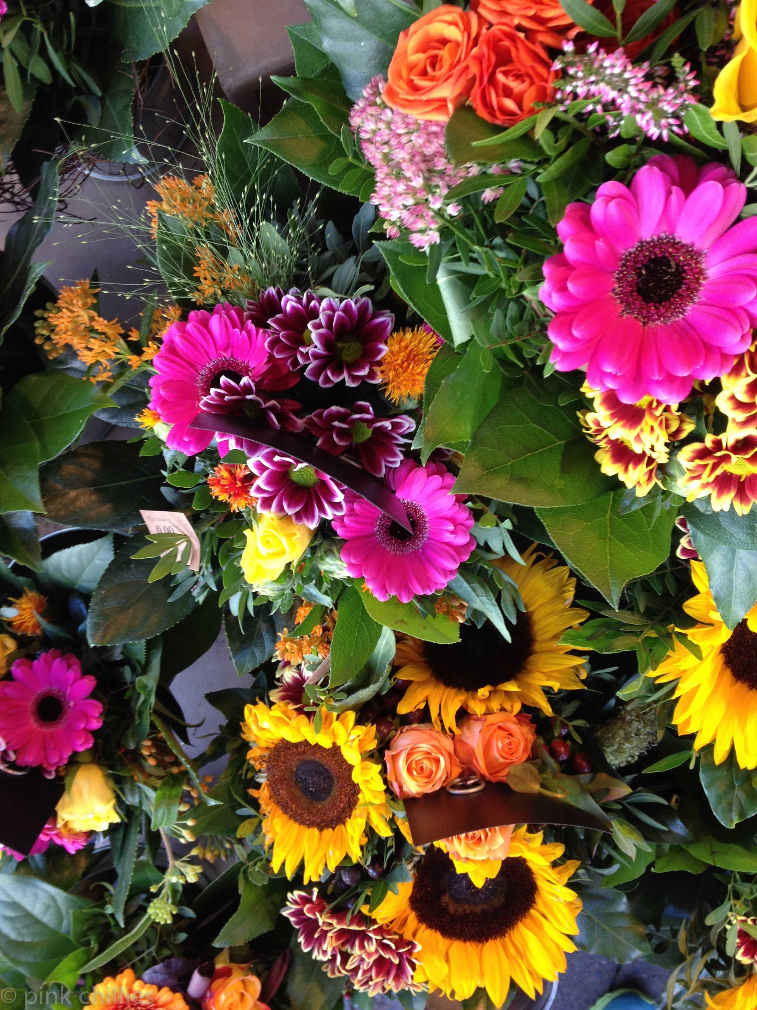 Bunte Blumensträuße bei Blume 2000
