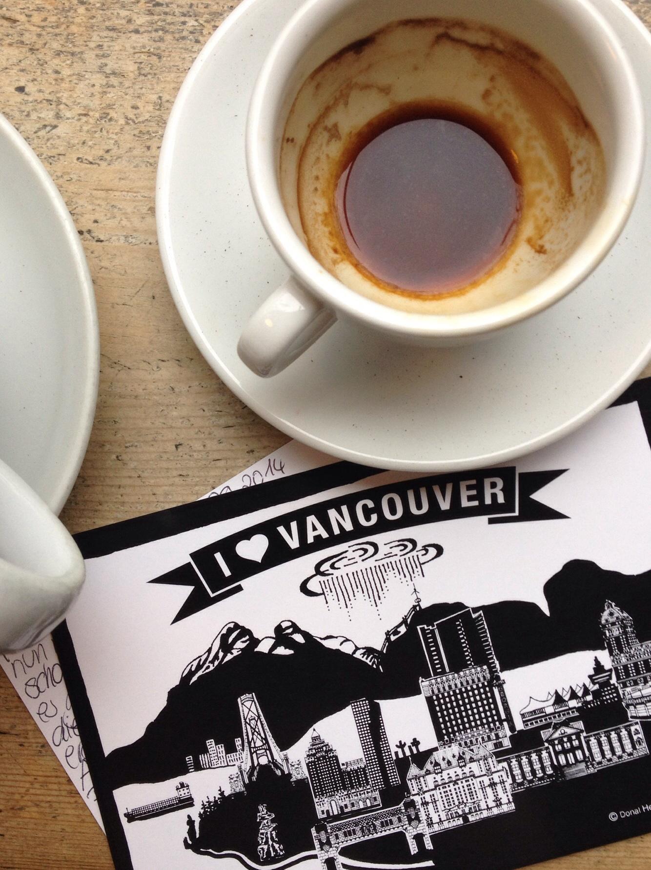 Postkarte und Kaffee