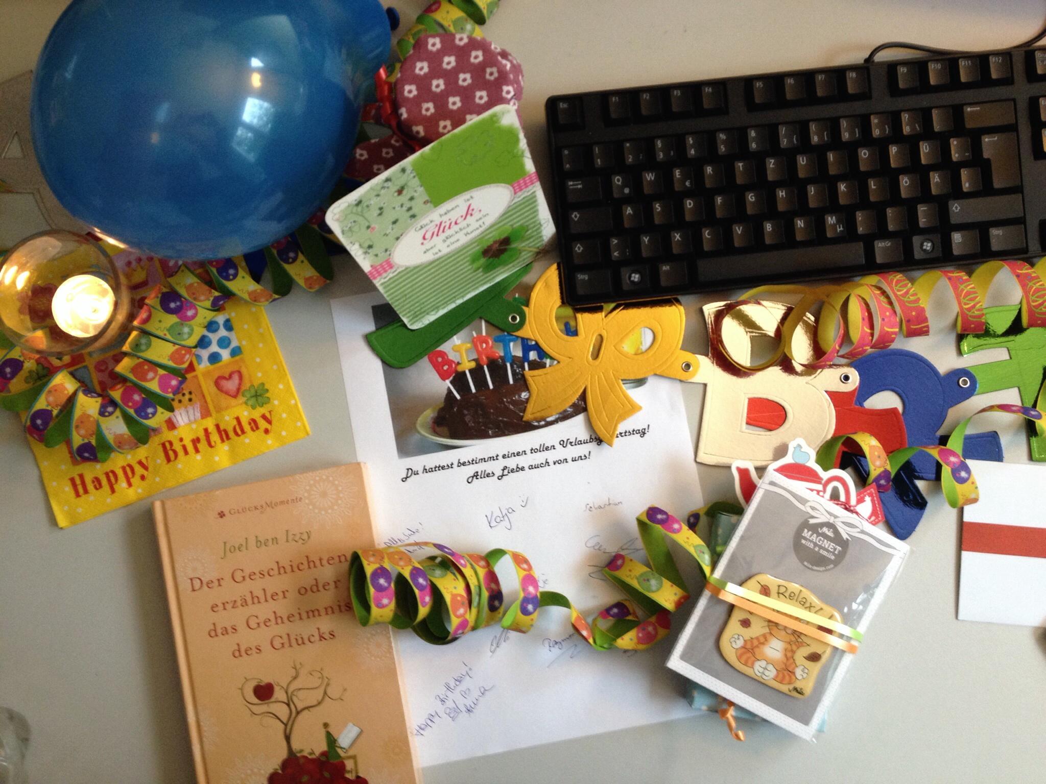 Geburtstagstisch im Büro