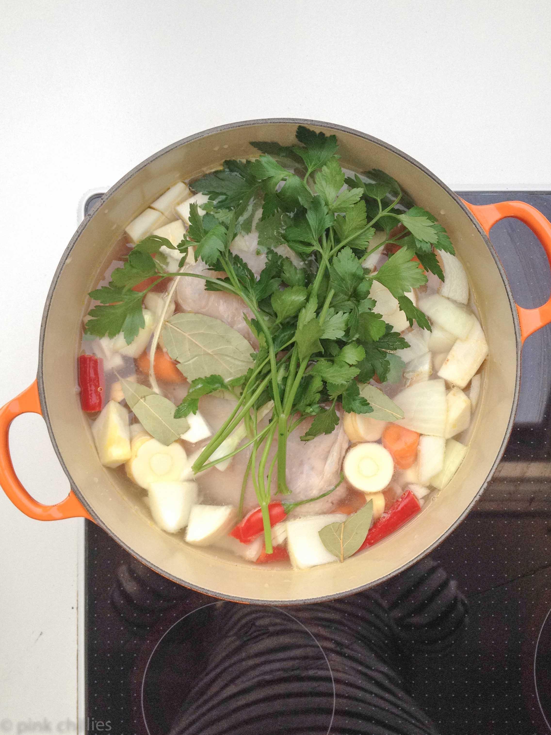 Hühnersuppe kochen