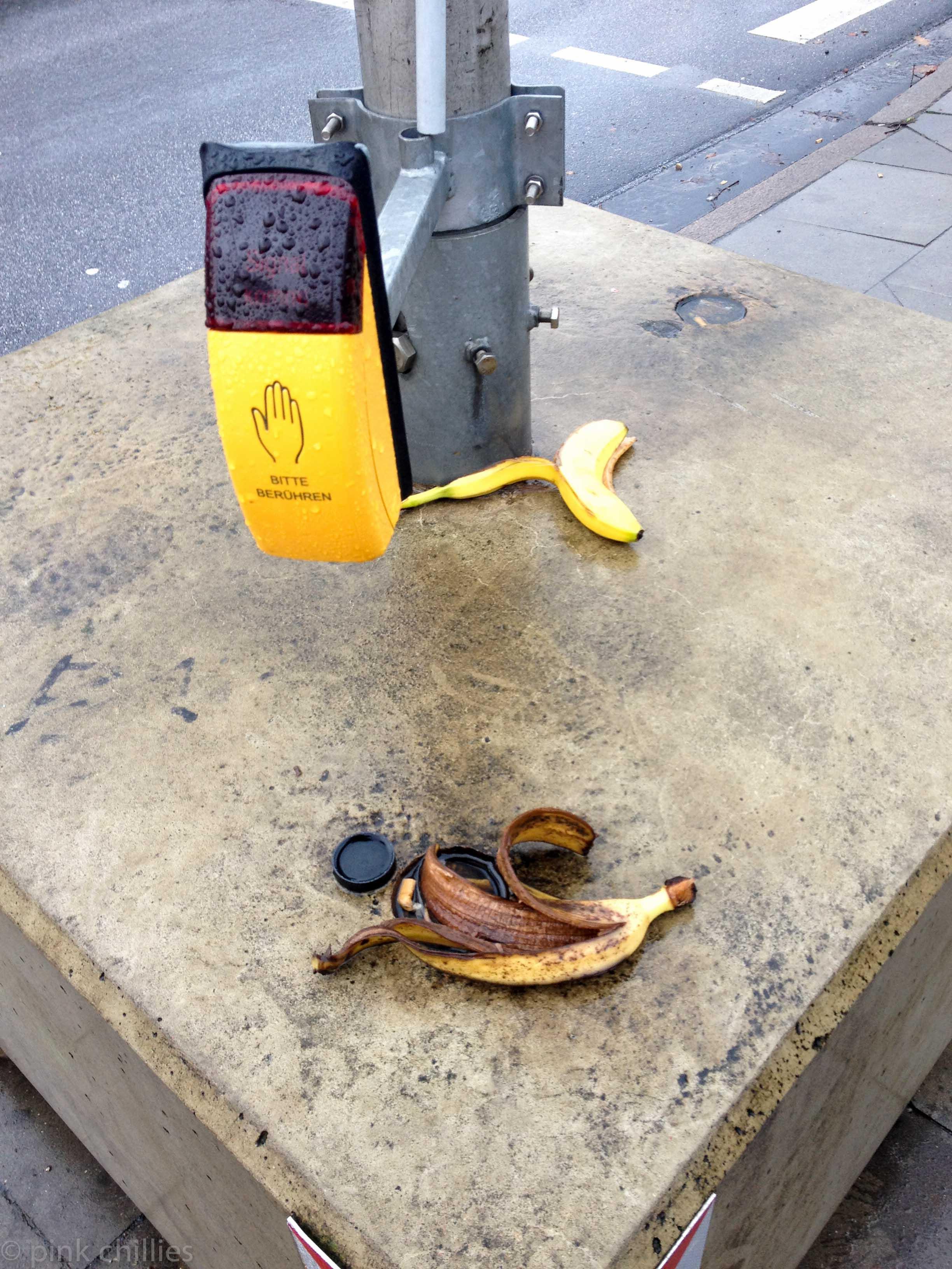 Bananenschalen an Ampel
