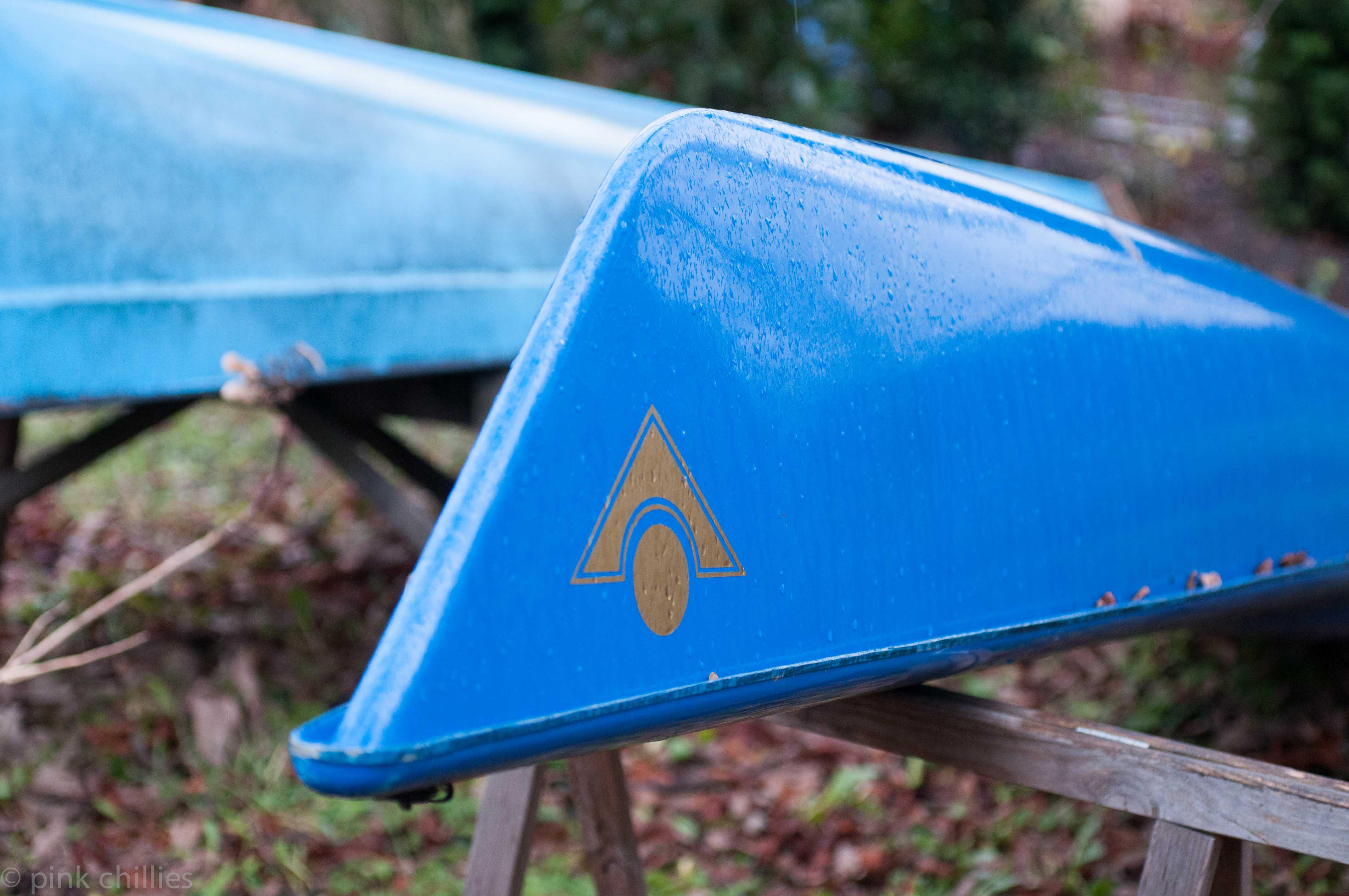 Kayaks auf dem Trockenen