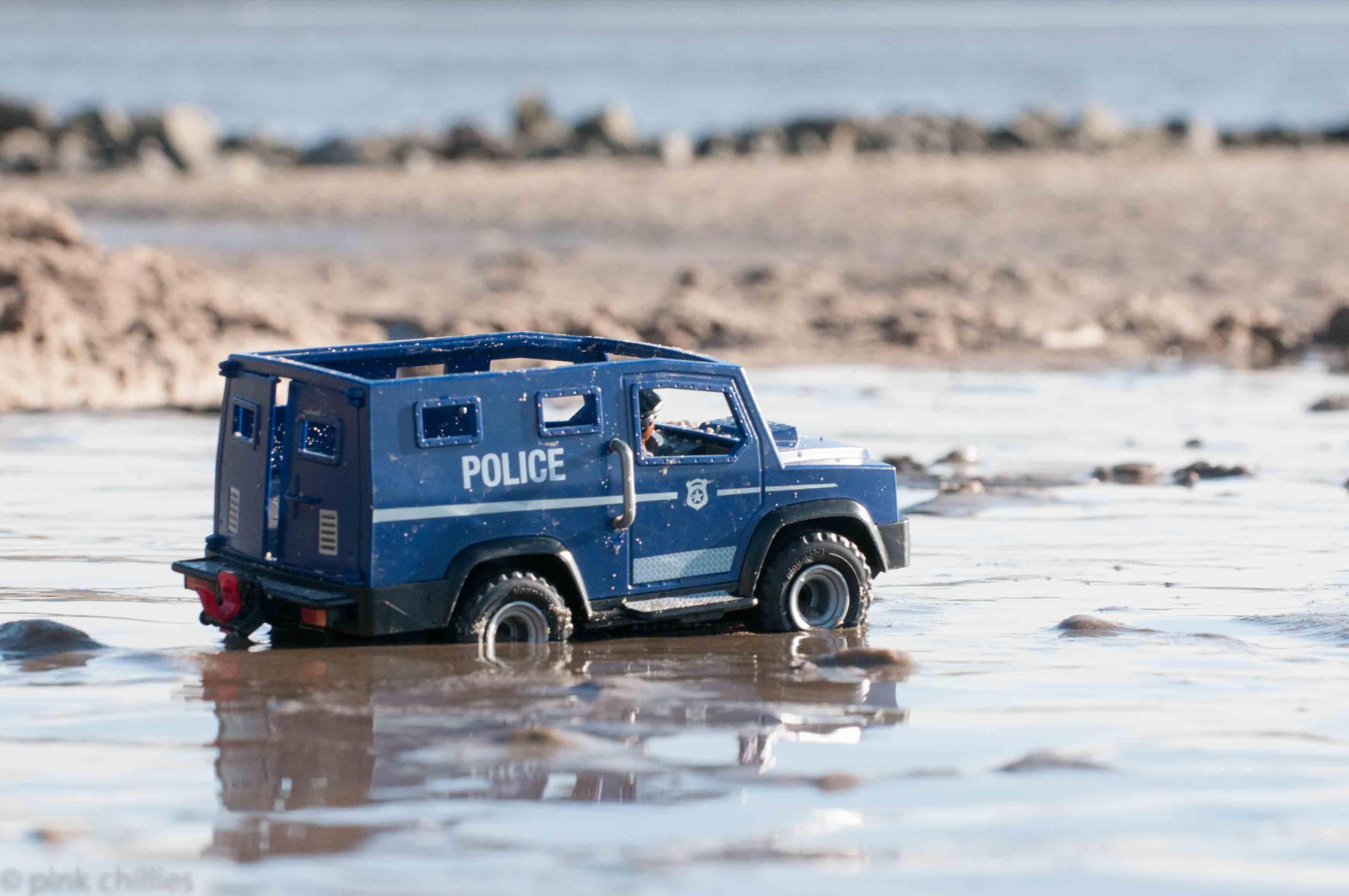 Playmobil Polizeiwagen an der Elbe