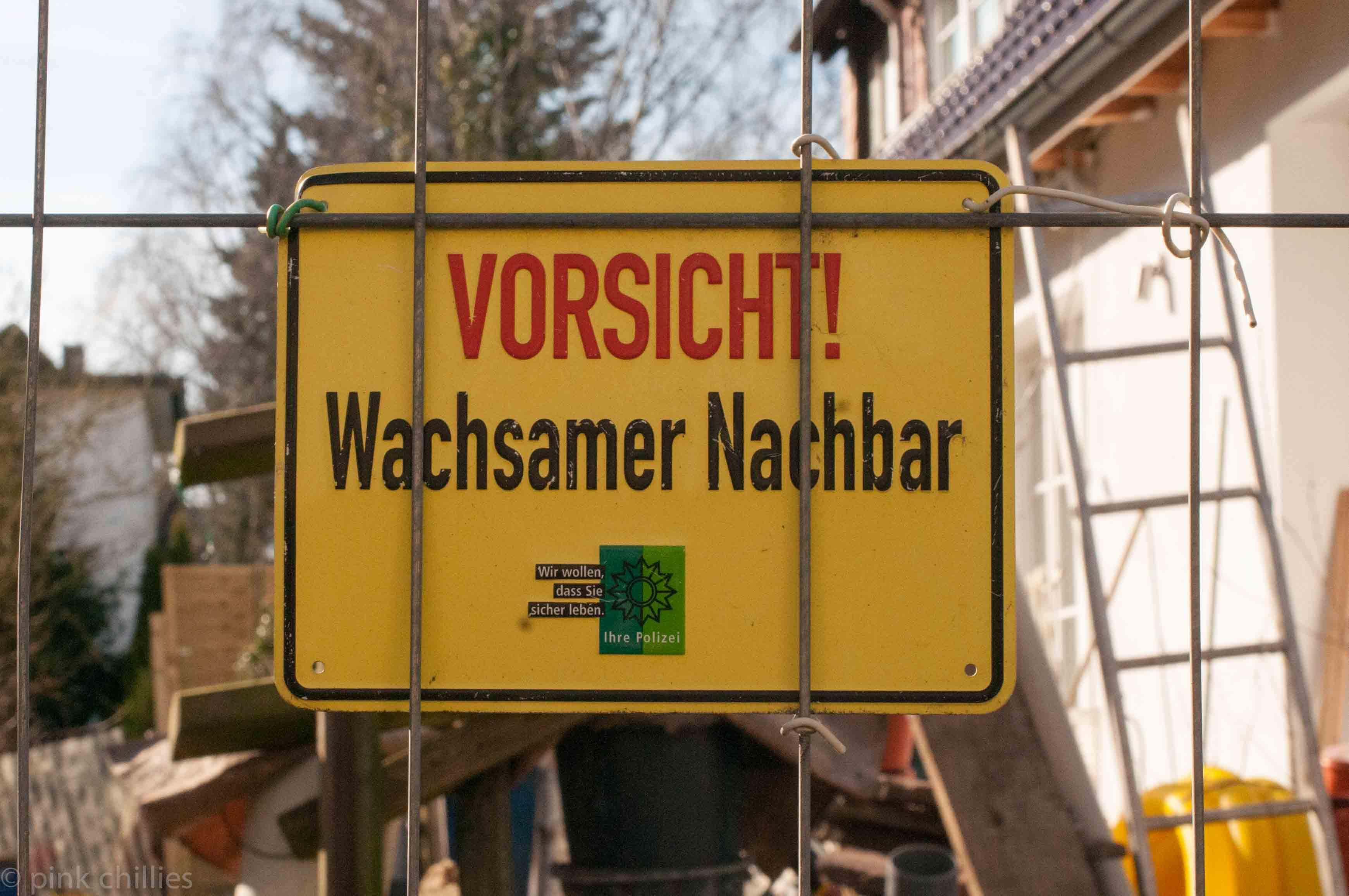 ZAJ_0867Vorsicht wachsamer Nachbar