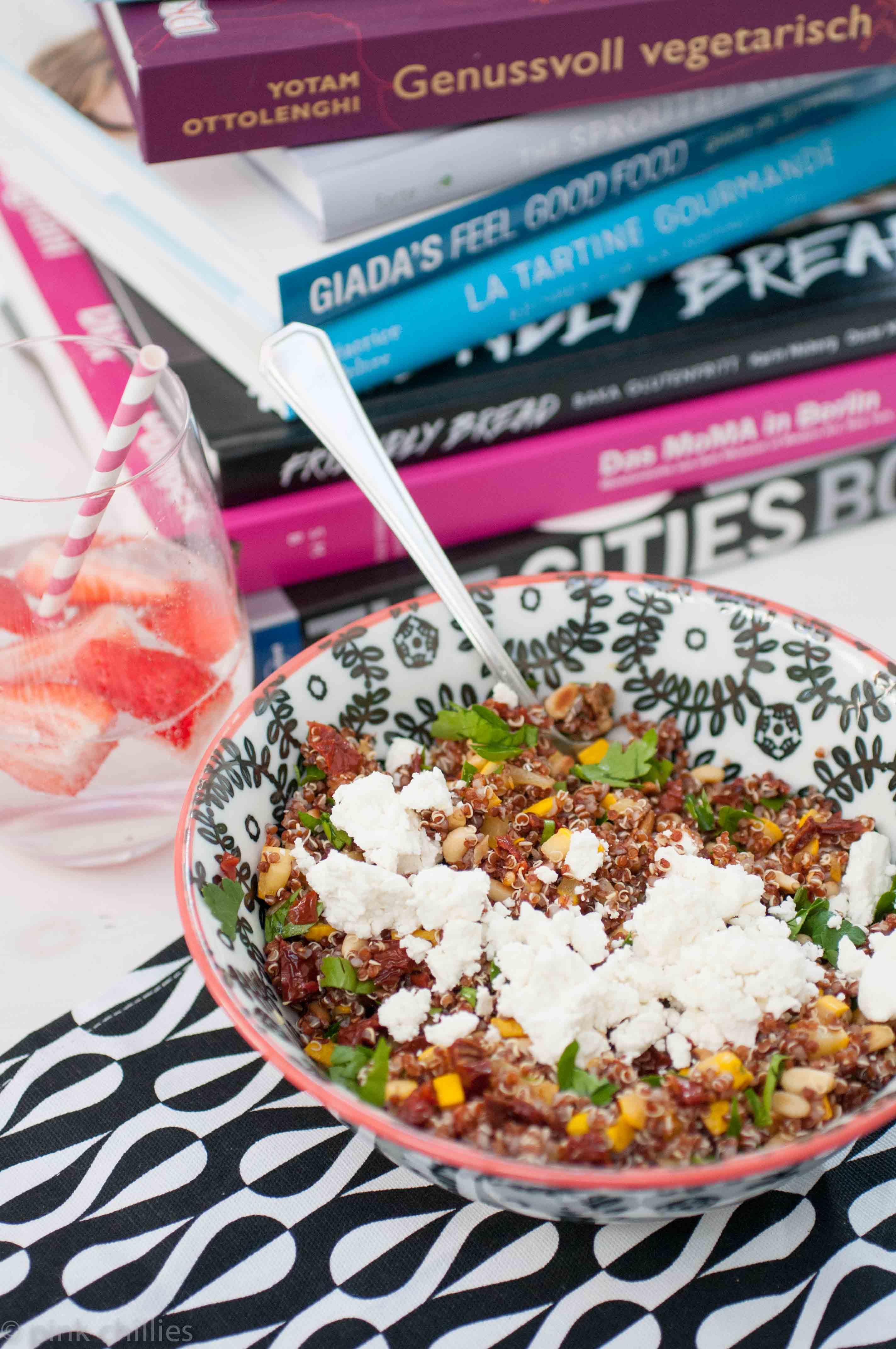 Quinoa Salat mit Zucchini und Pinienkernen
