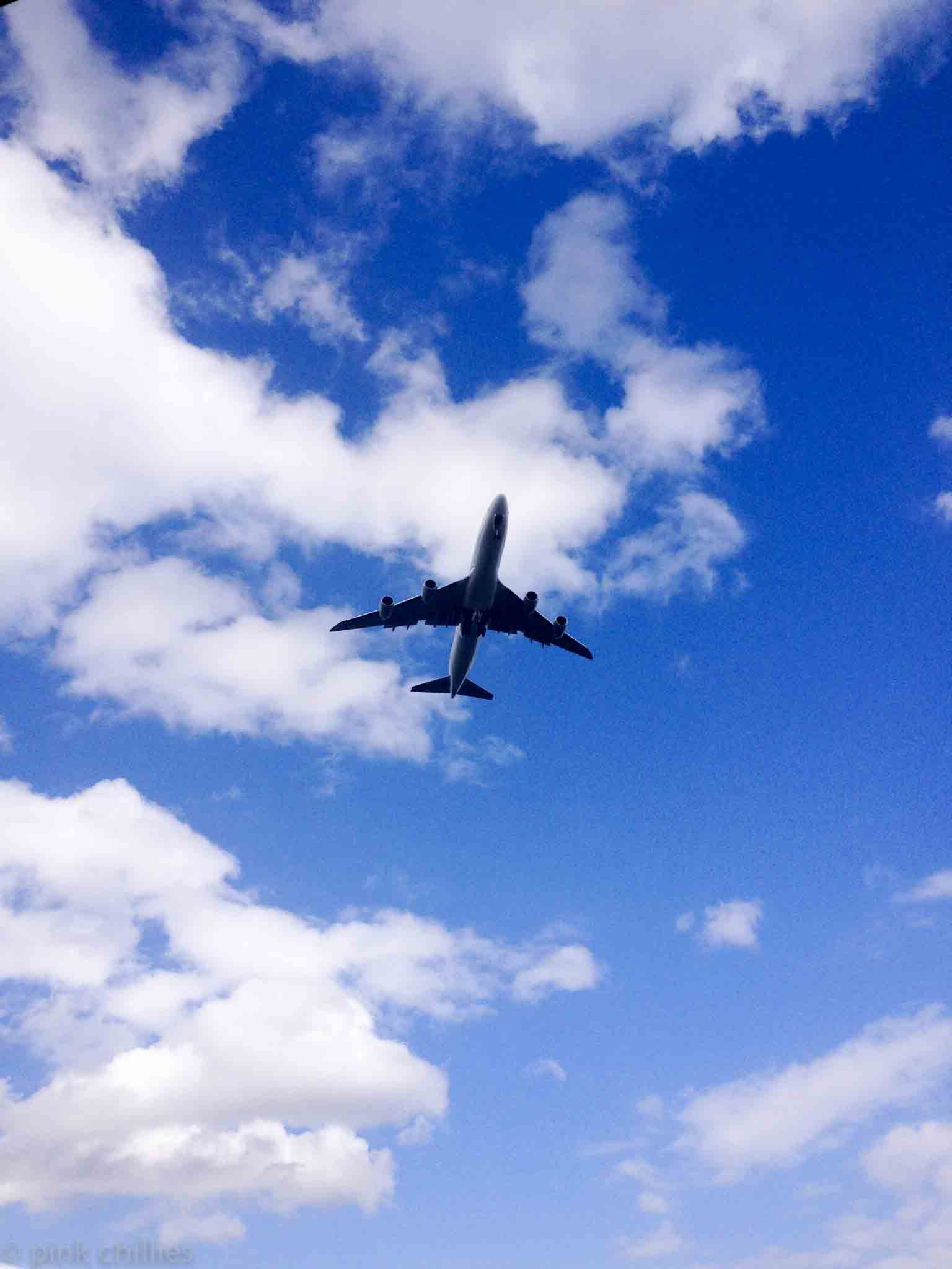 Flugzeug im LAndeanflug-5683