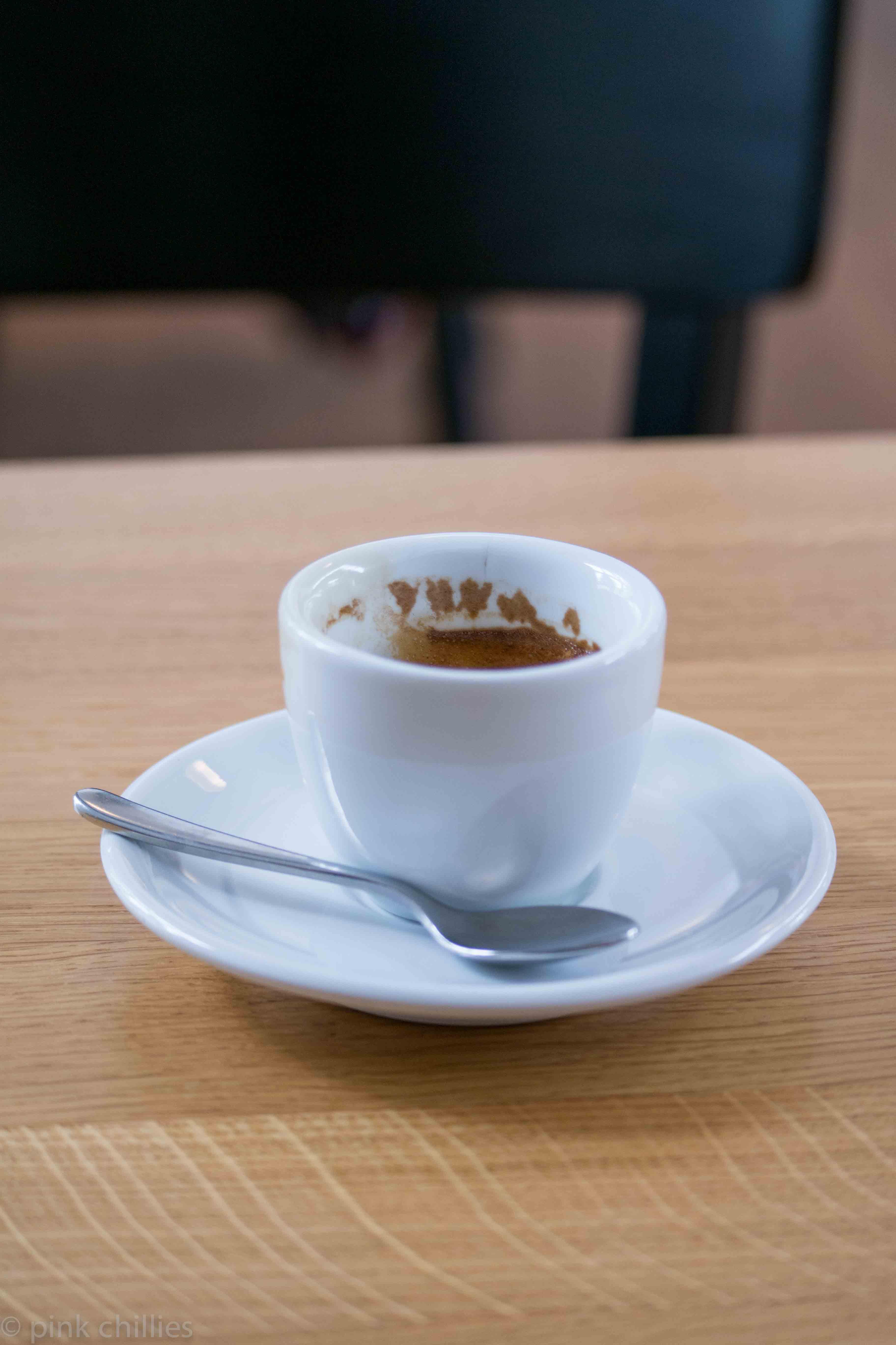 Espressotasse mit Kaffeerand Herzen
