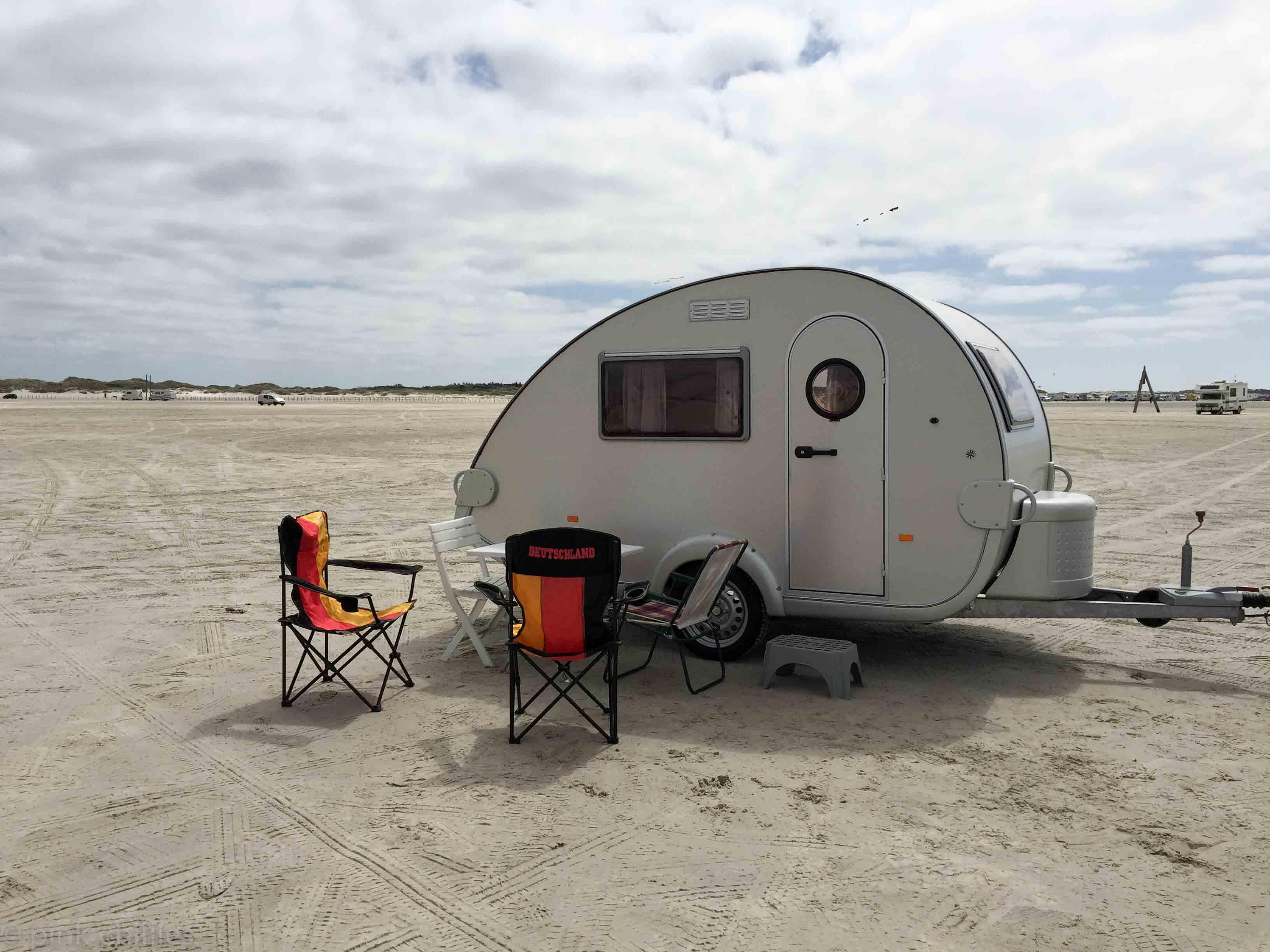 Retro Wohnwagen am Strand