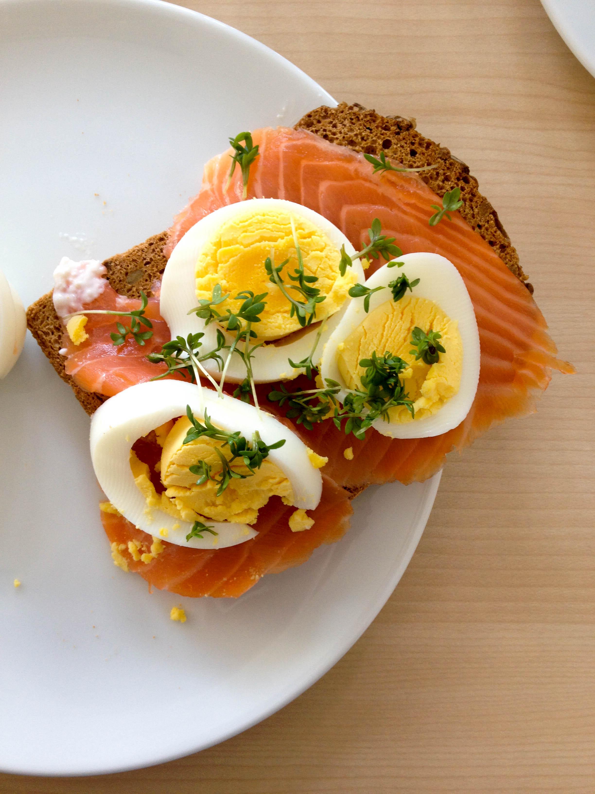 Lachsbrot mit Ei