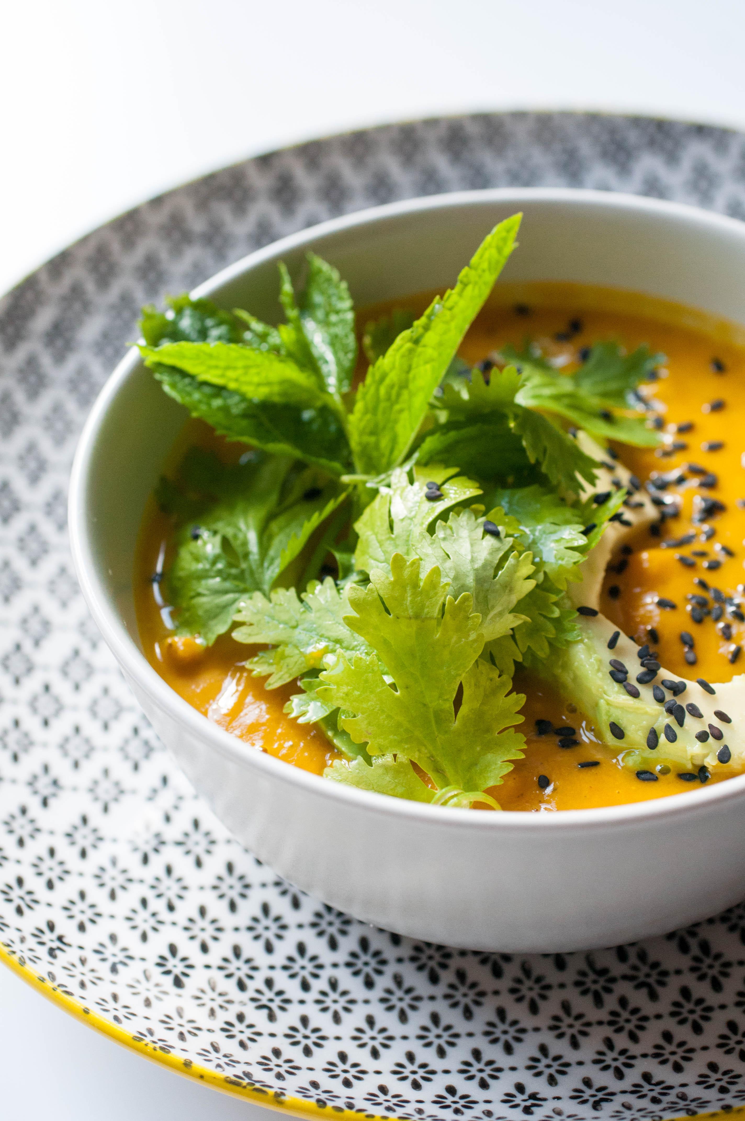 Kürbissuppe mit Avocadostreifen-3700