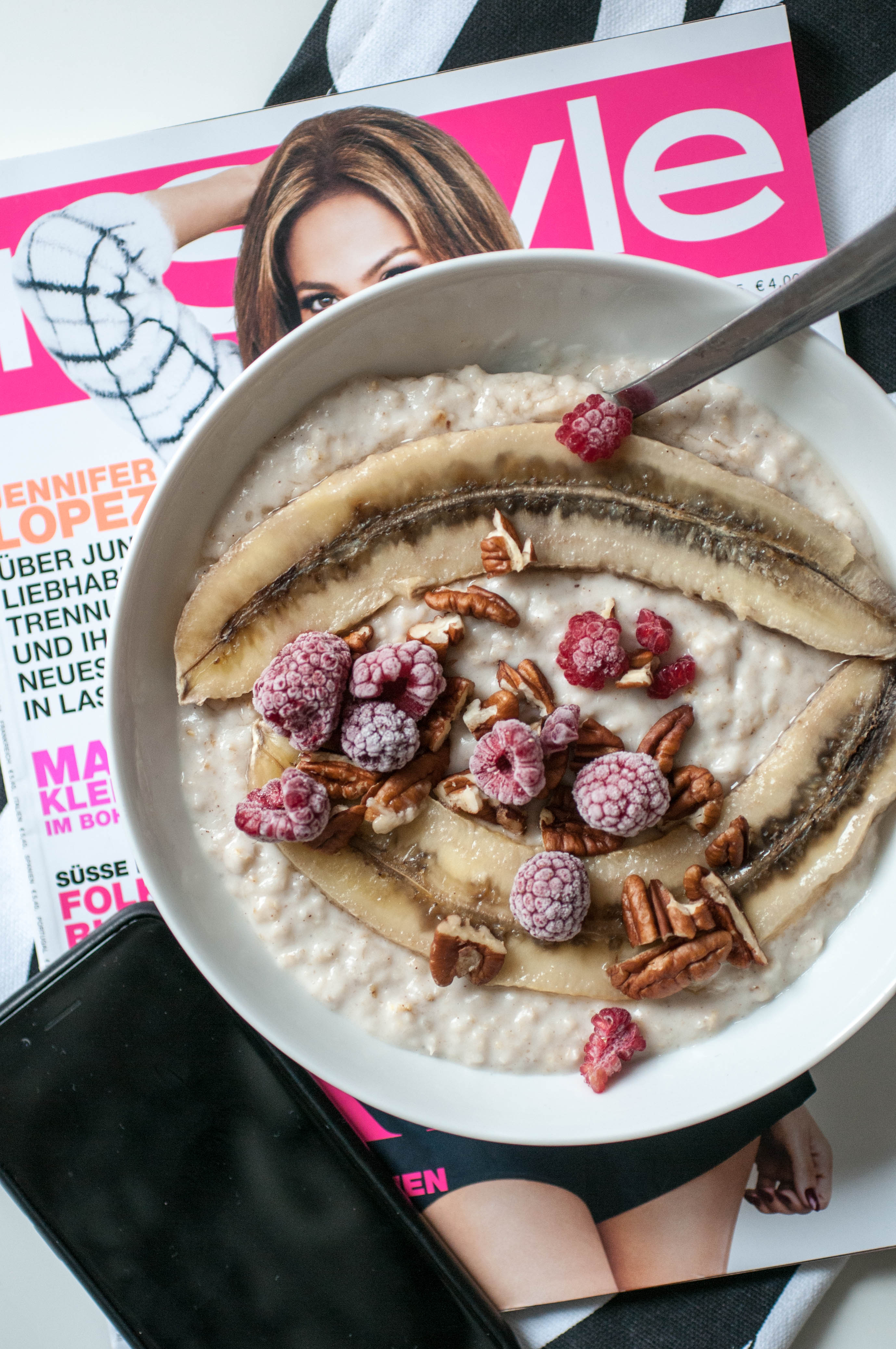 Oatmeal with Banana and Rasberry-4787