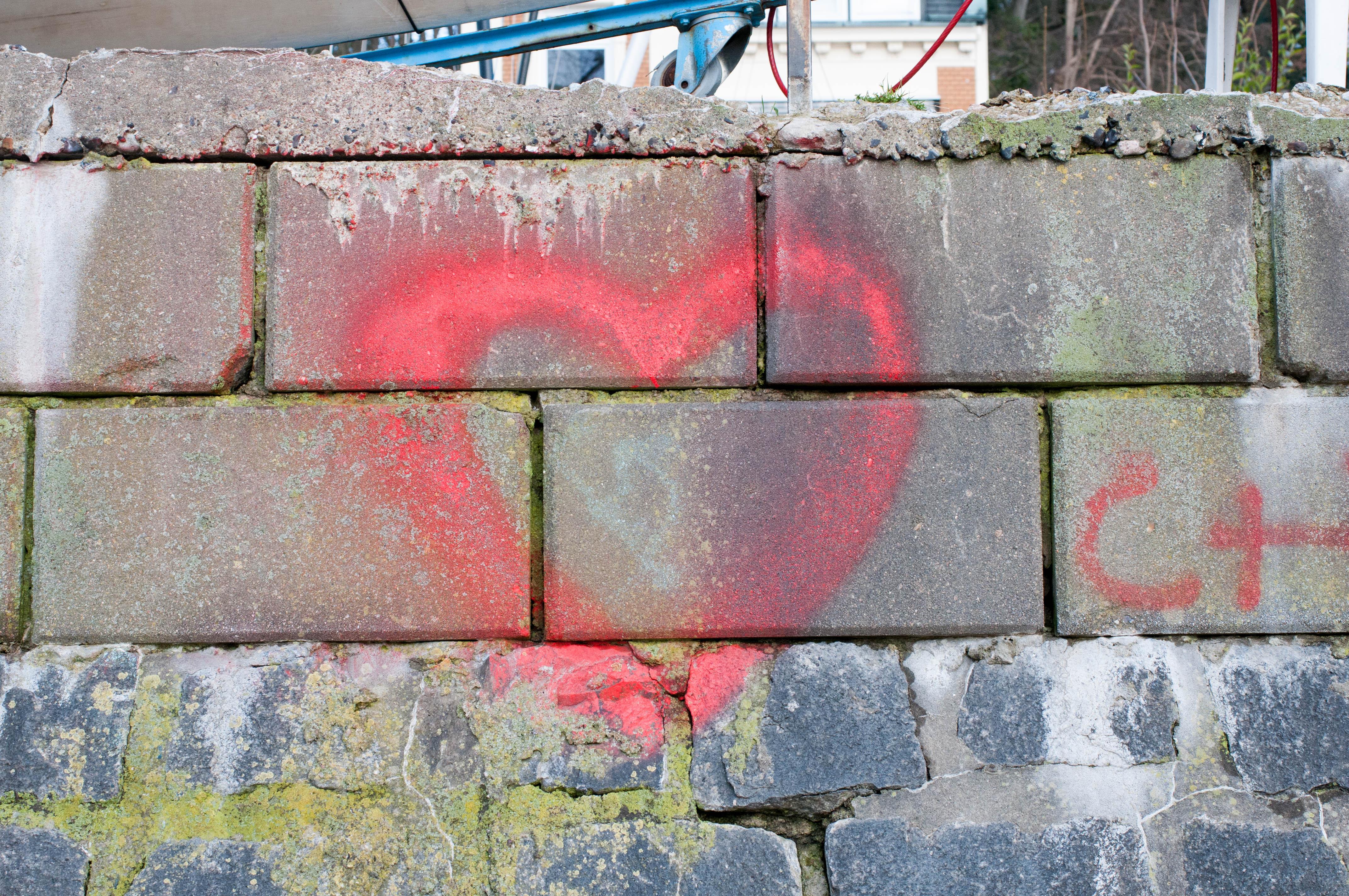Herz auf Wand