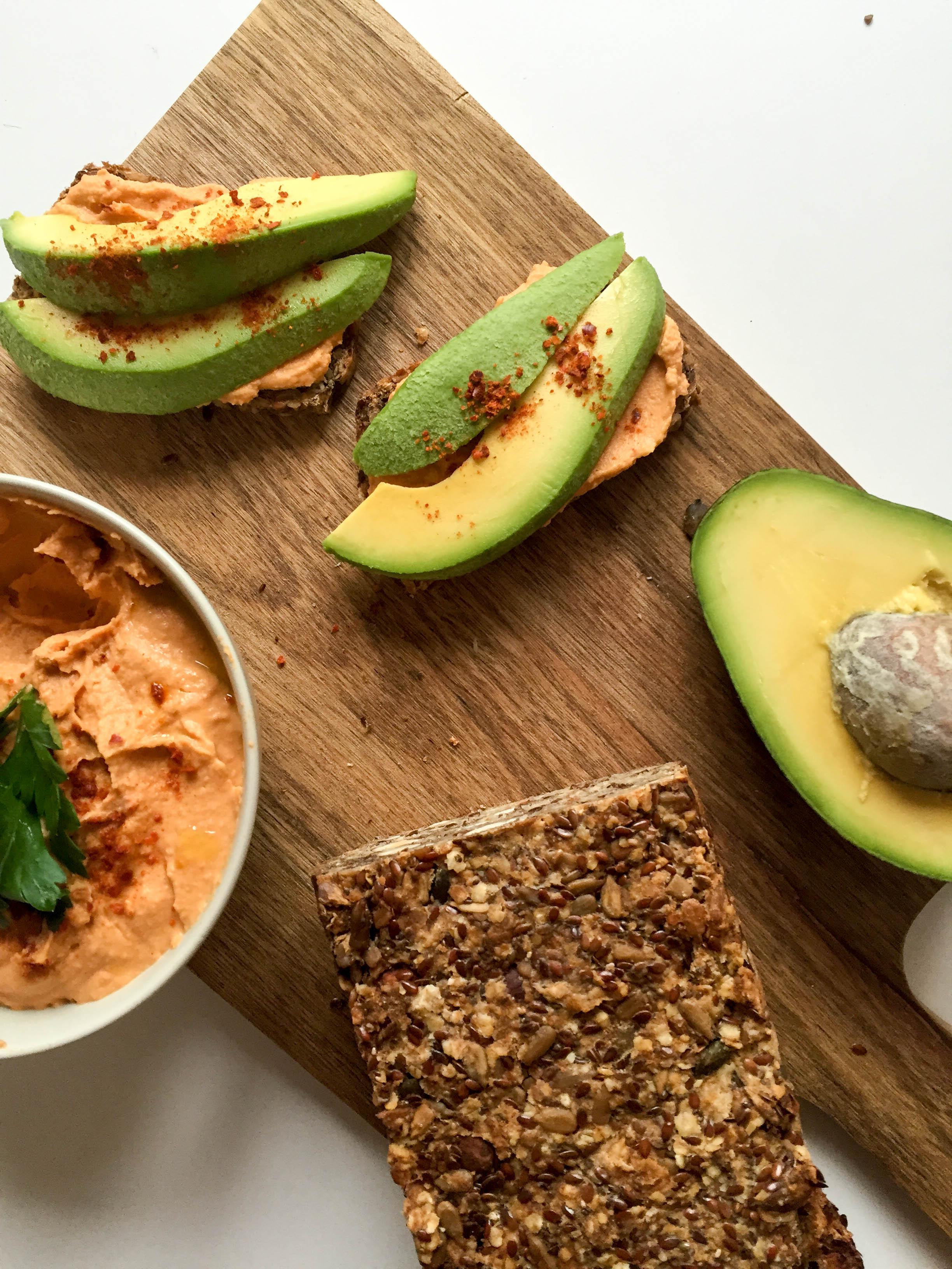 Brot mit Avocado und Humus-8792