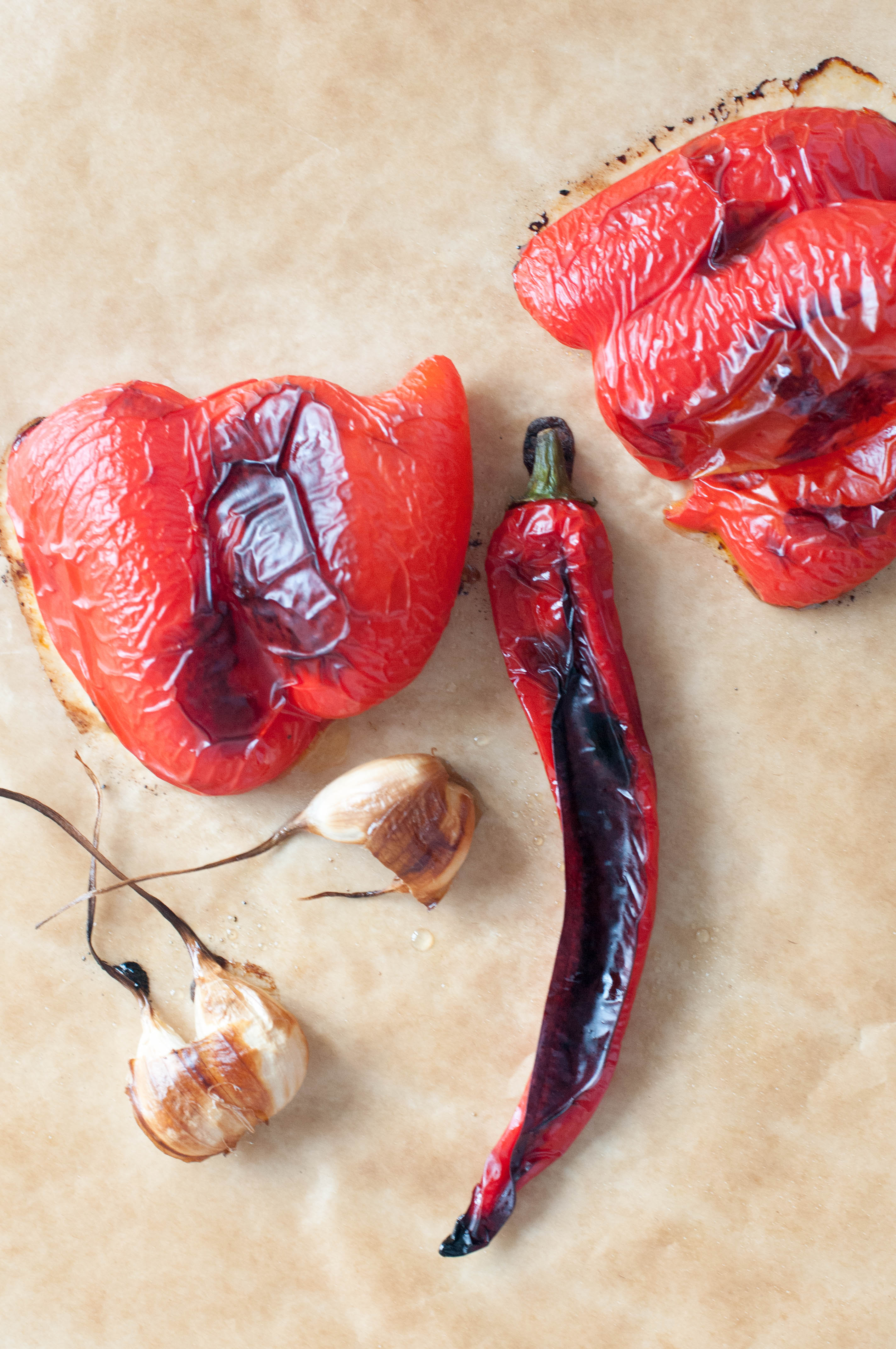 geröstete Paprika, Knoblauch, Peperoni