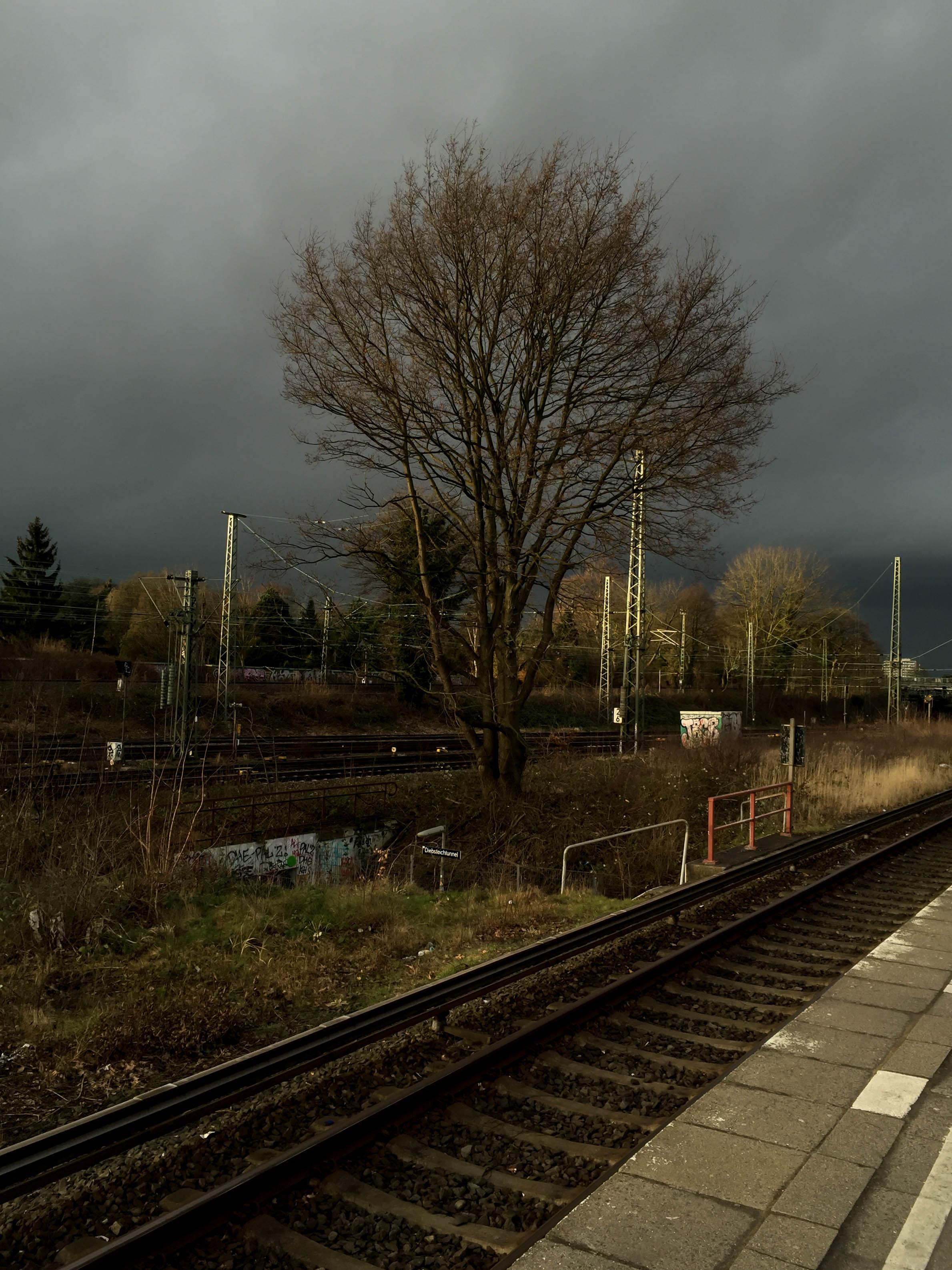Regenfront Bahnhof