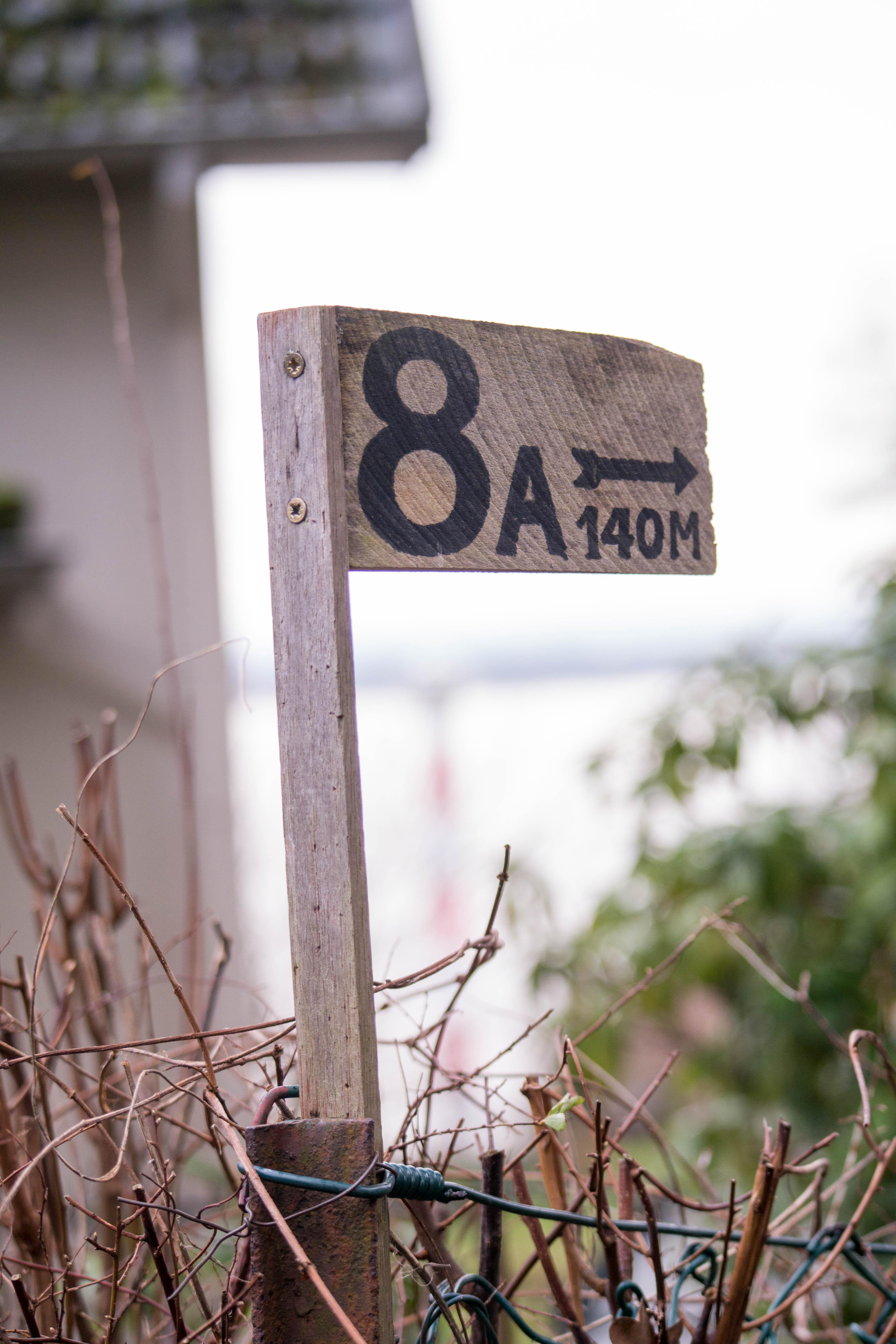 Hausnummernschild 8 A