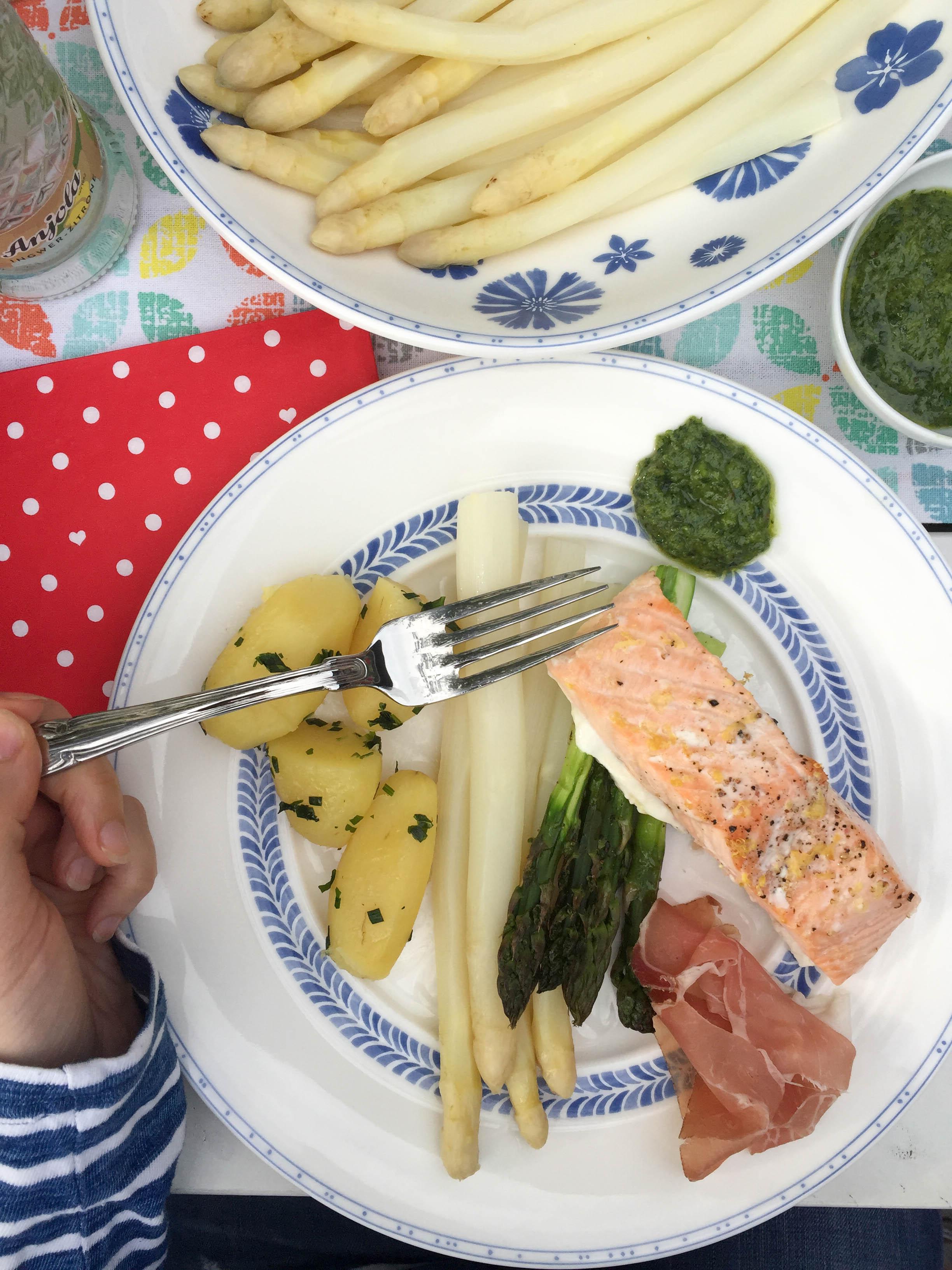 Natürlich gab es, passend zur Jahreszeit, leckersten Heidespargel mit Fisch! Es war so lecker.