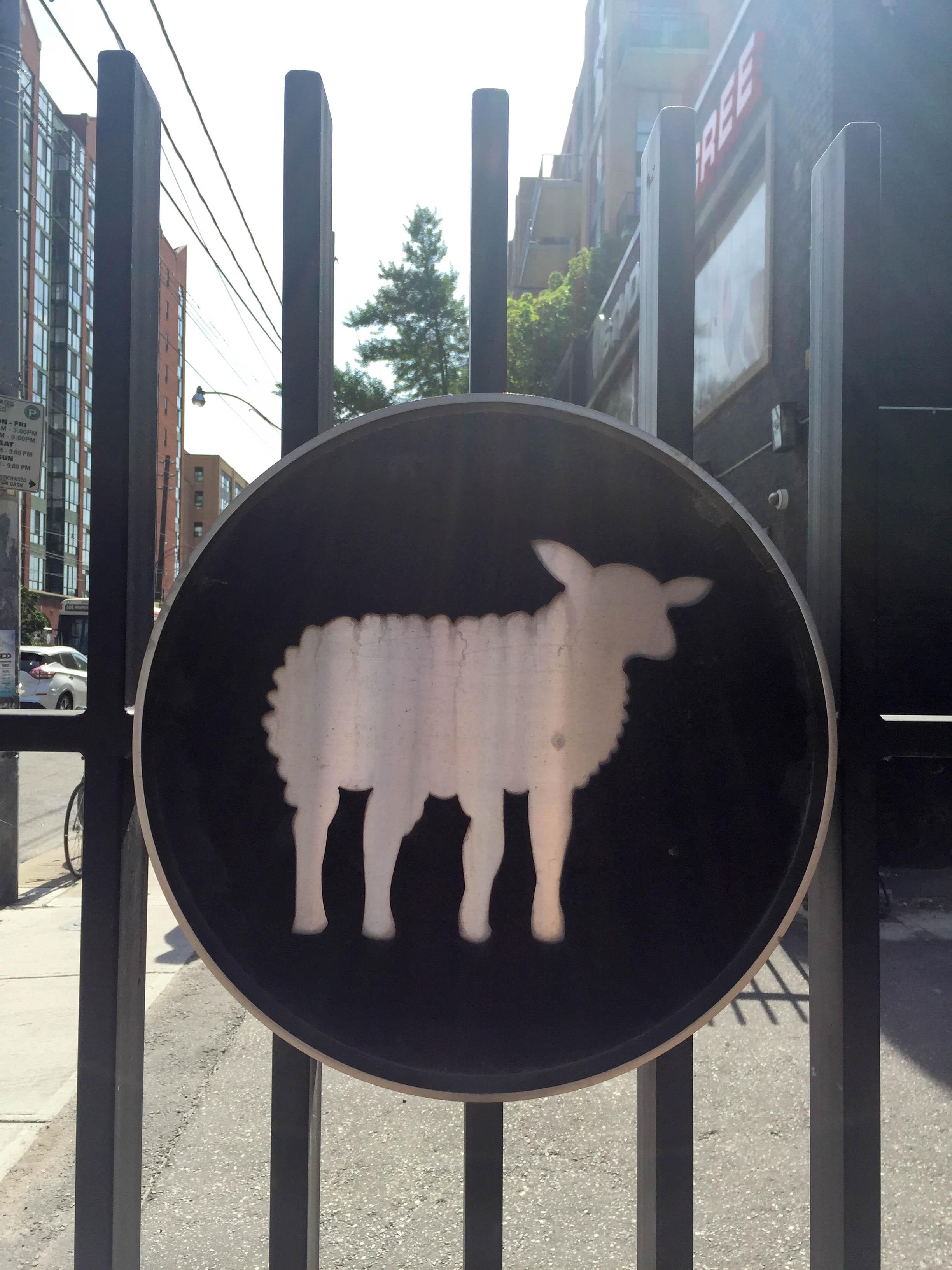 Schafschild in Toronto