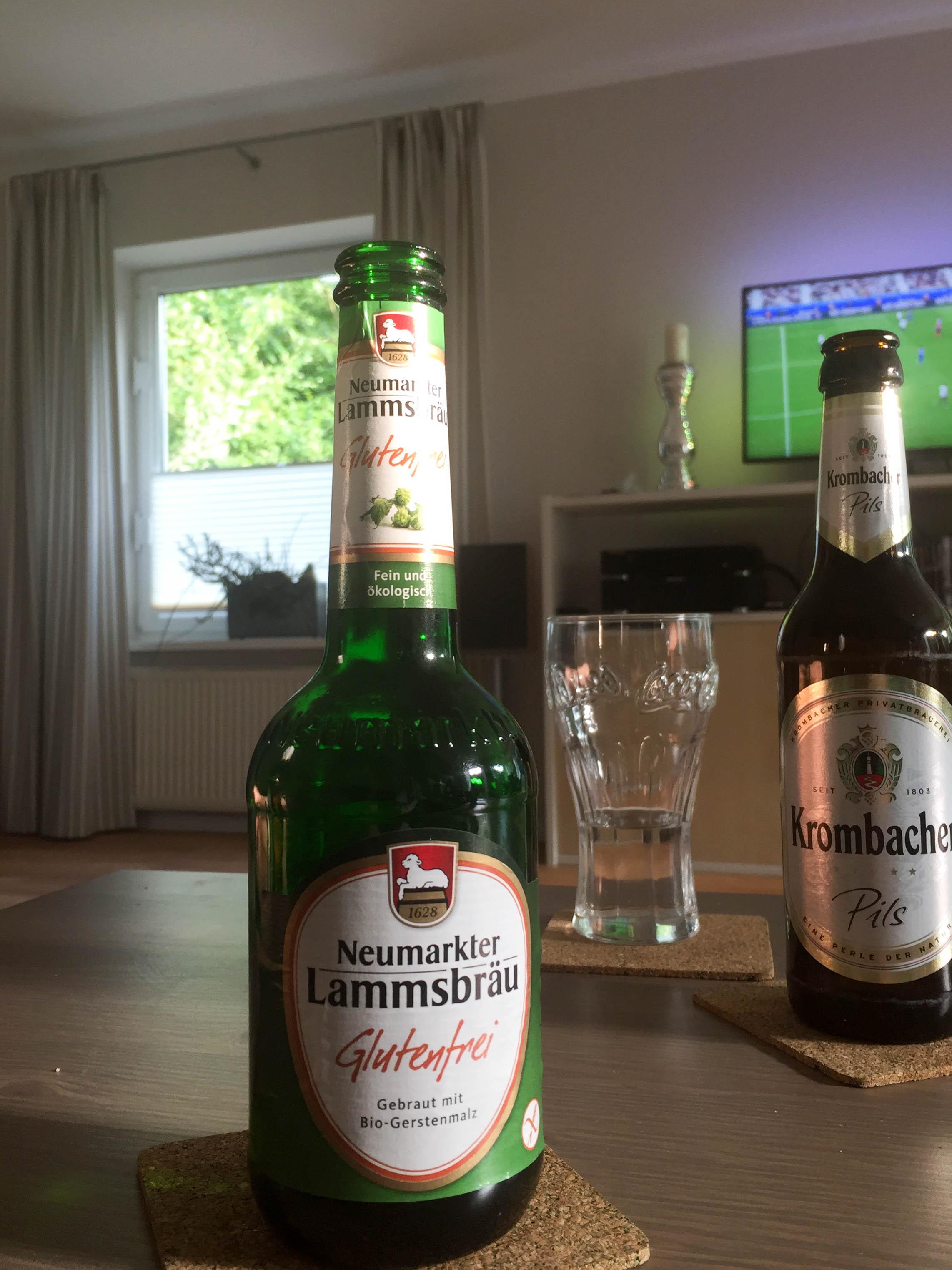 Meine Freundin hat mir zum Fußballspiel ein Bier gekauft. Dazu fällt mir ein, dass Lammbräu angeblich jetzt einen Querstrich über den Barcode druckt, um so gebündelte Energie zu neutralisieren.