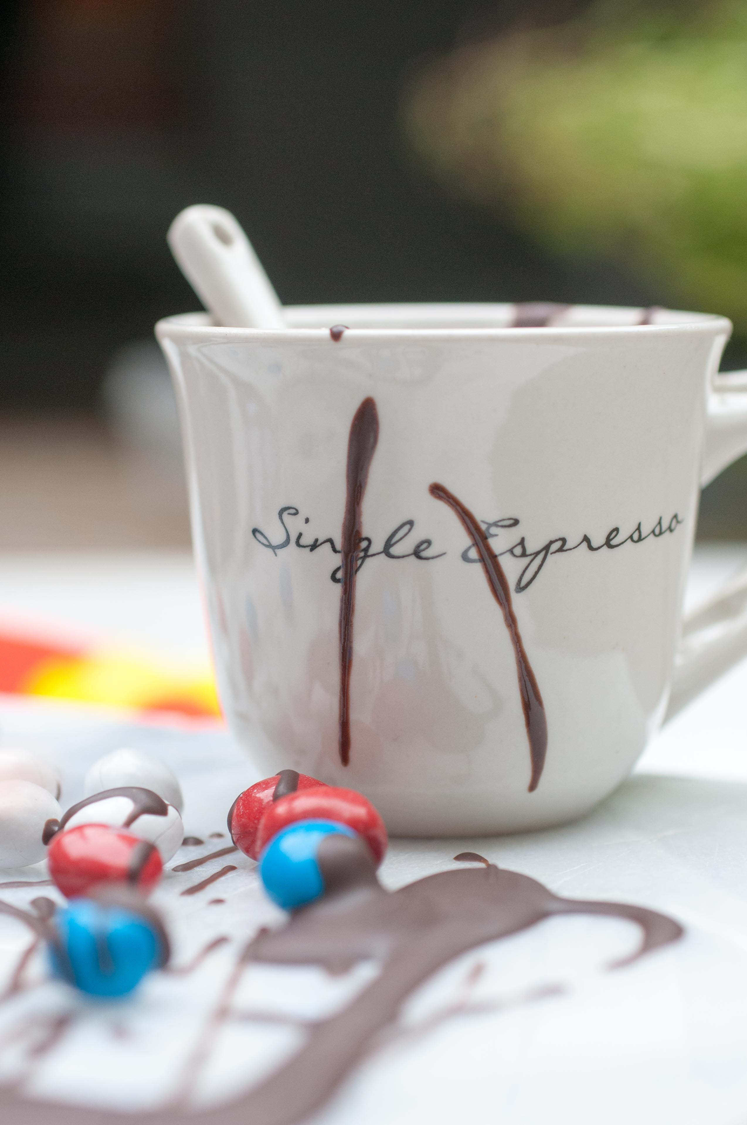 Espressotasse mit Schokolade
