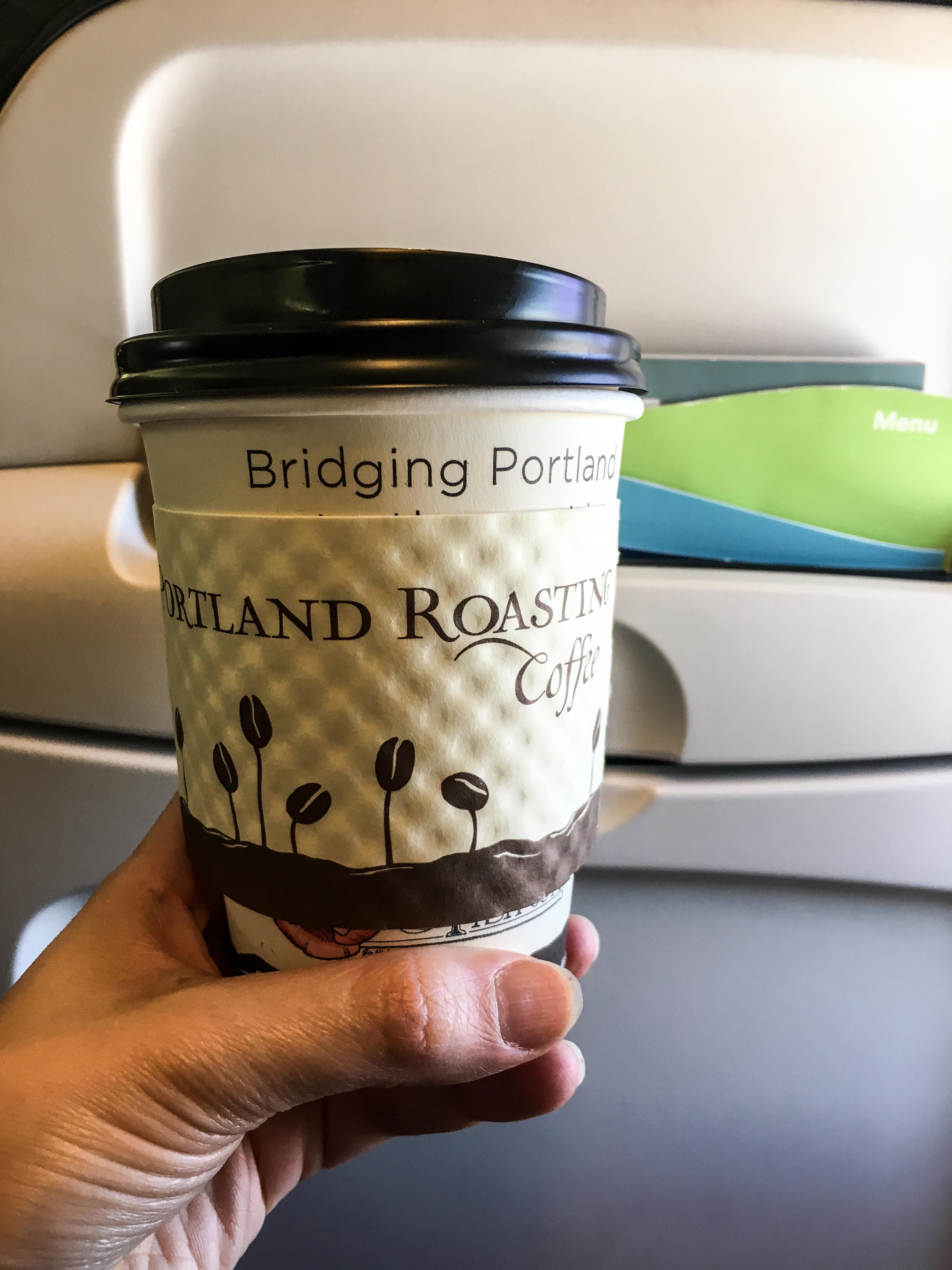 Tee im Flugzeug
