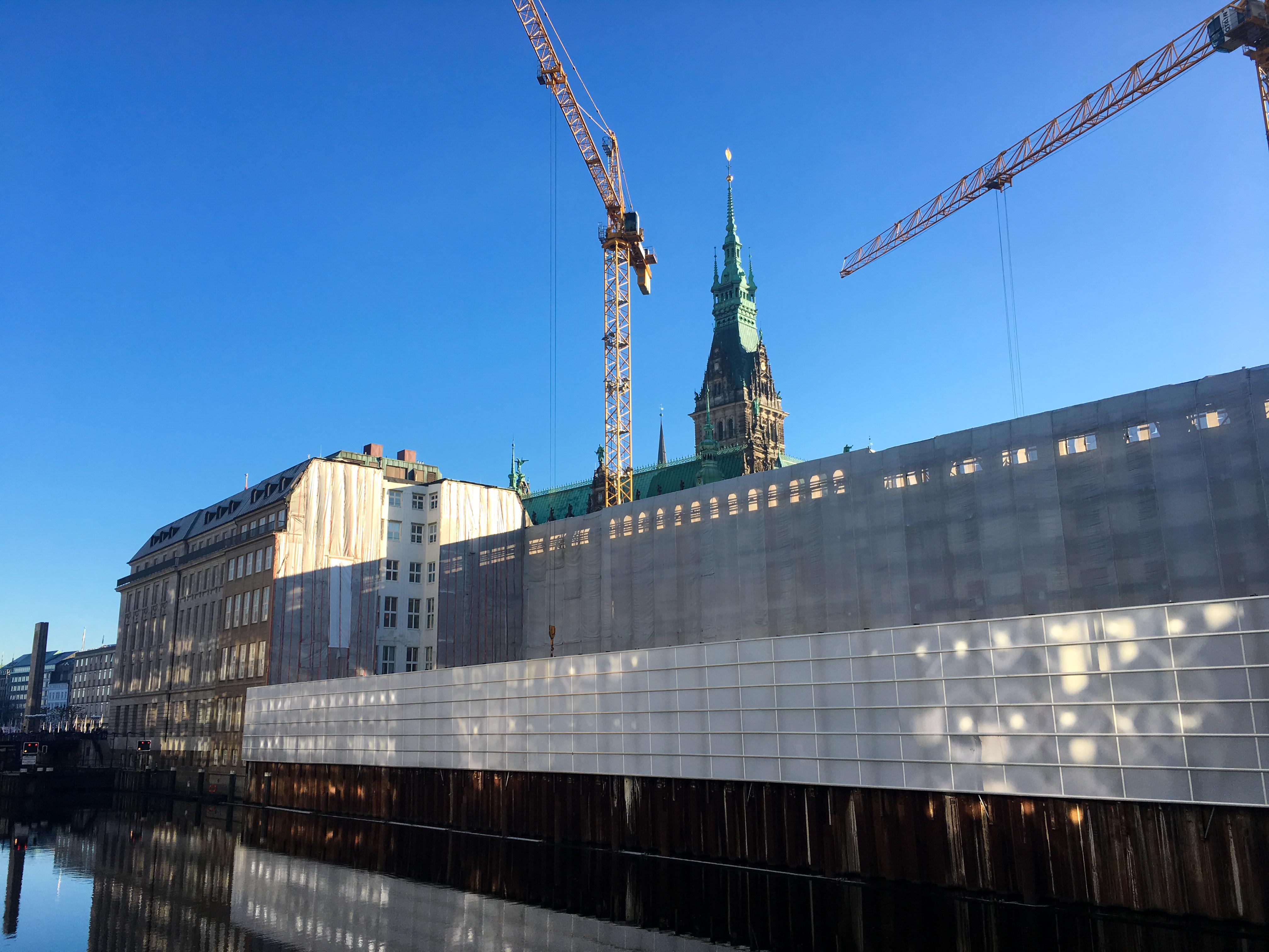 Hamburg bei Sonnenschein - zwei Wochen ist es jetzt her und es fühlt sich so viel länger an.
