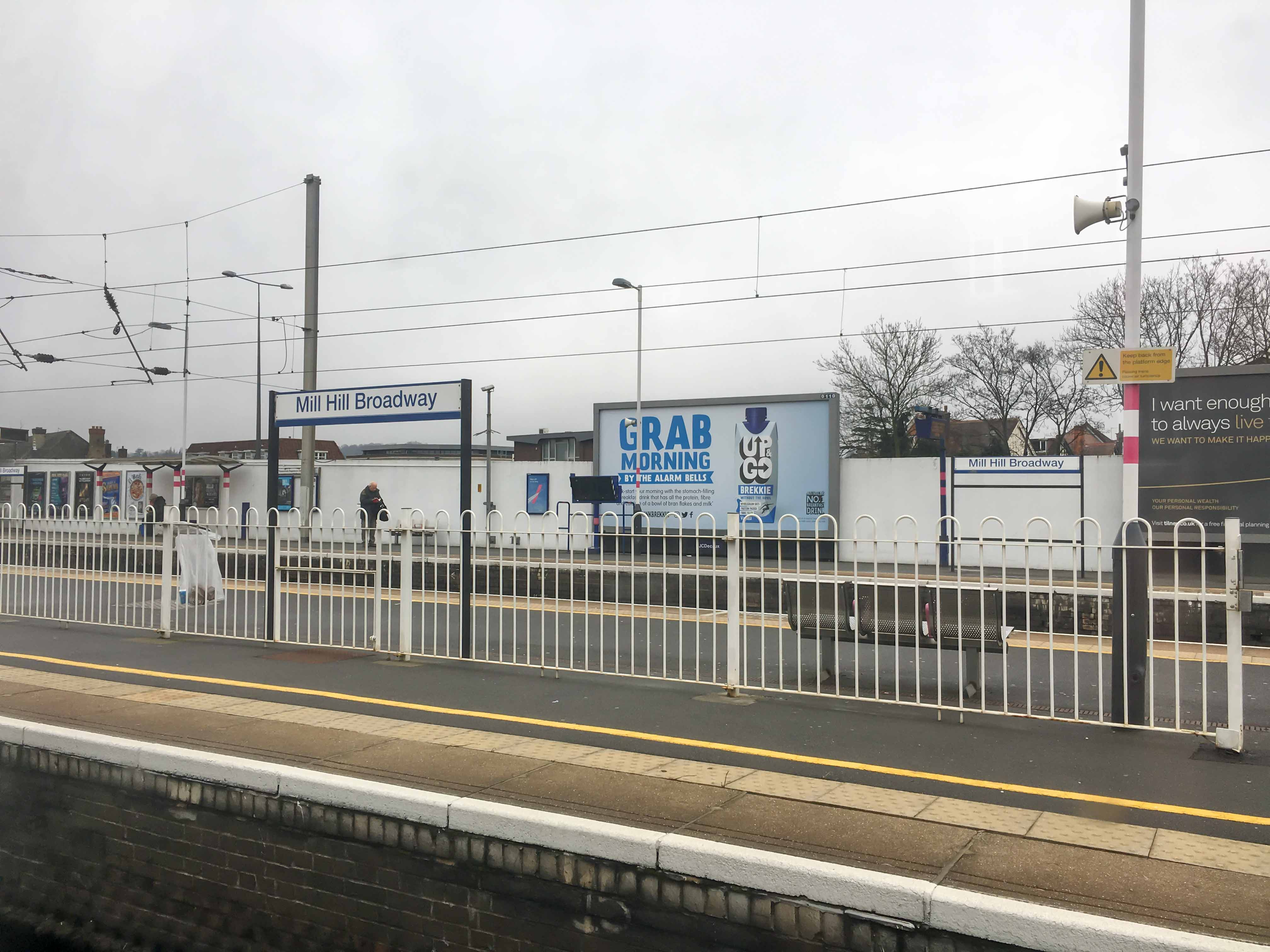 Bahnhof Mill Hill Boradway