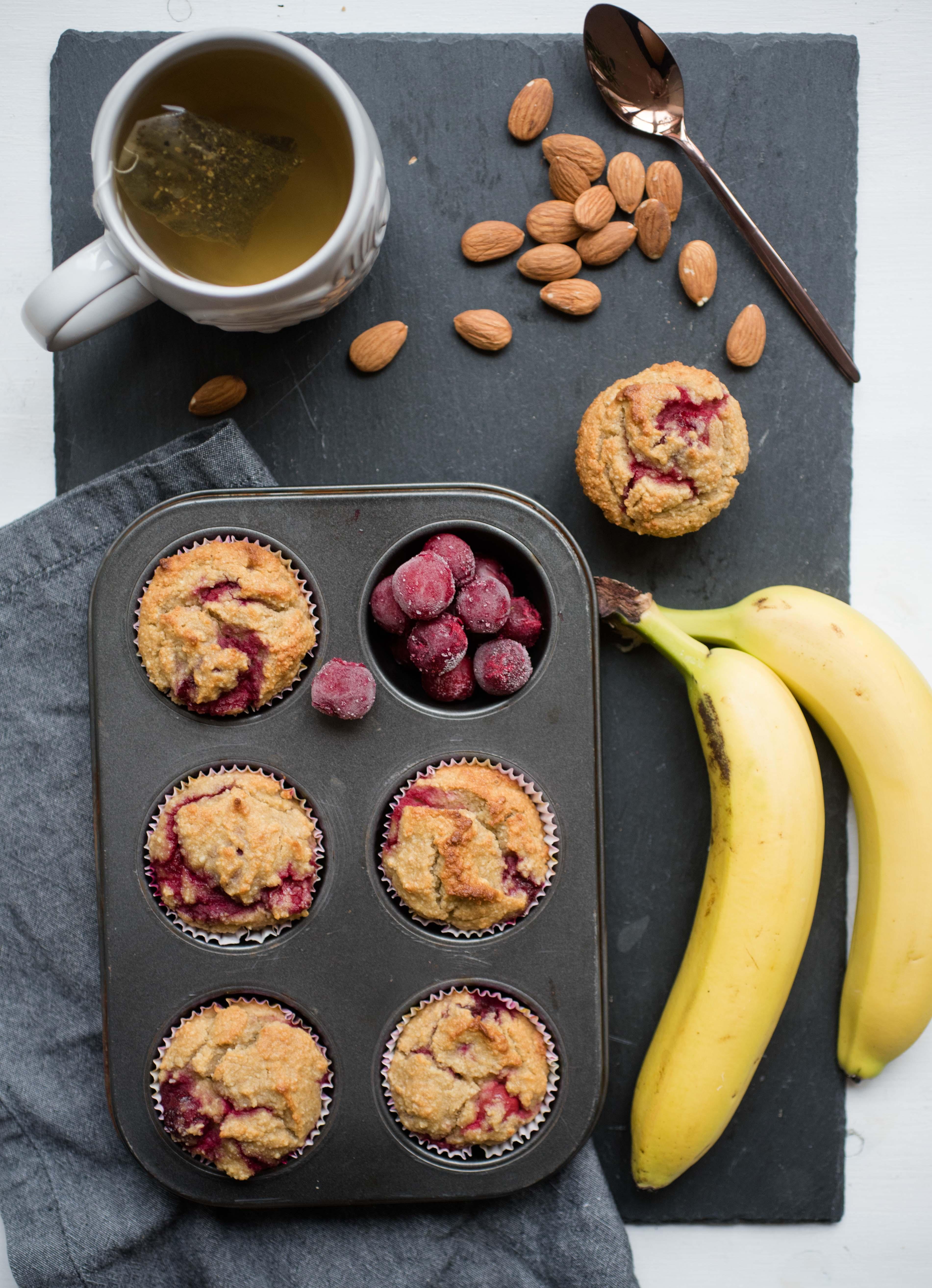 glutenfreie Bananen-Sauerkirsch-Muffins-1135
