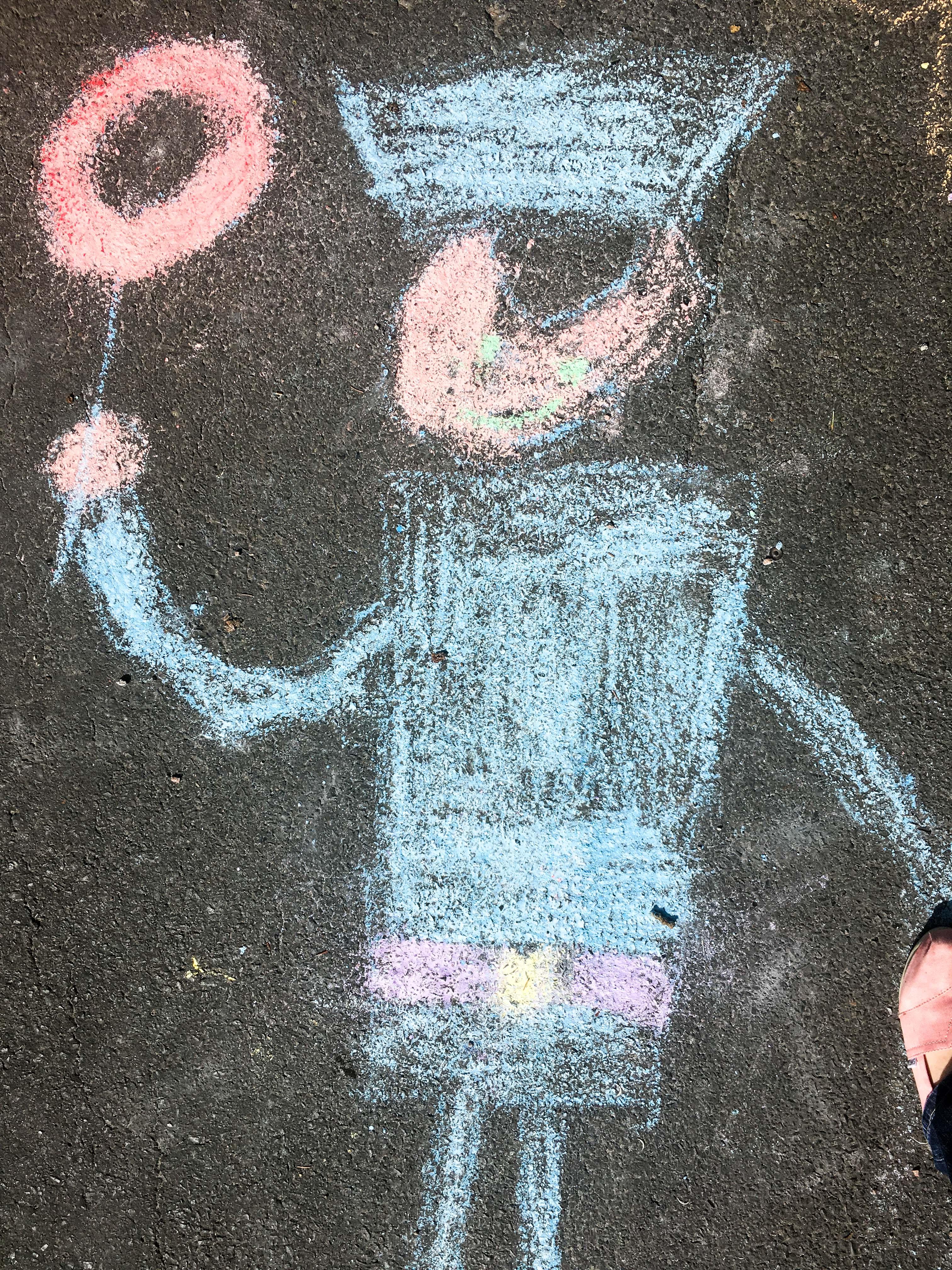 Kinderbild auf Straße mit Kreide